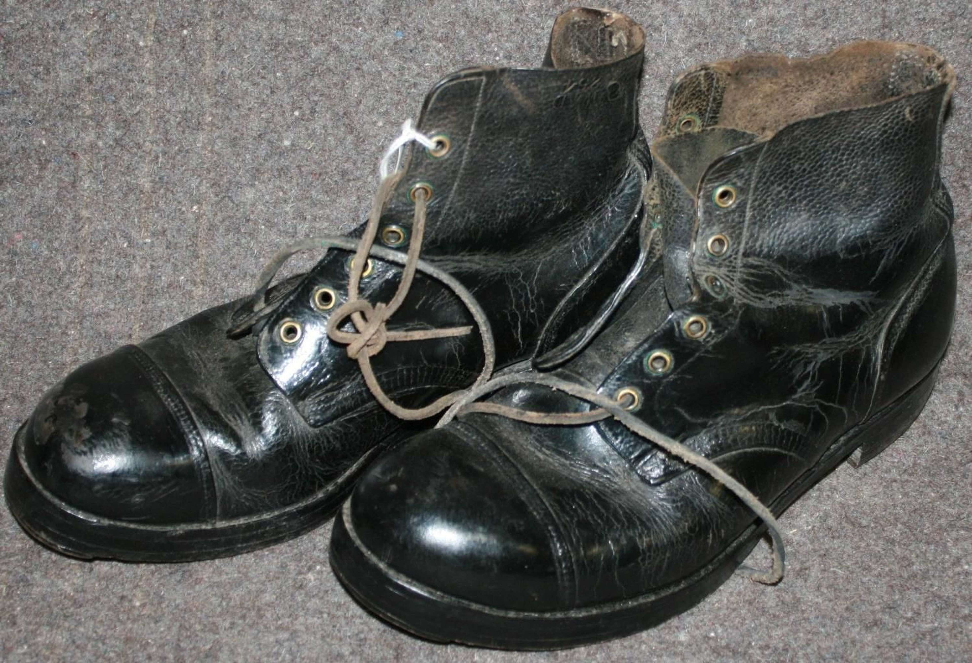1943 DATED SIZE 11 HOBNAIL BOOTS in