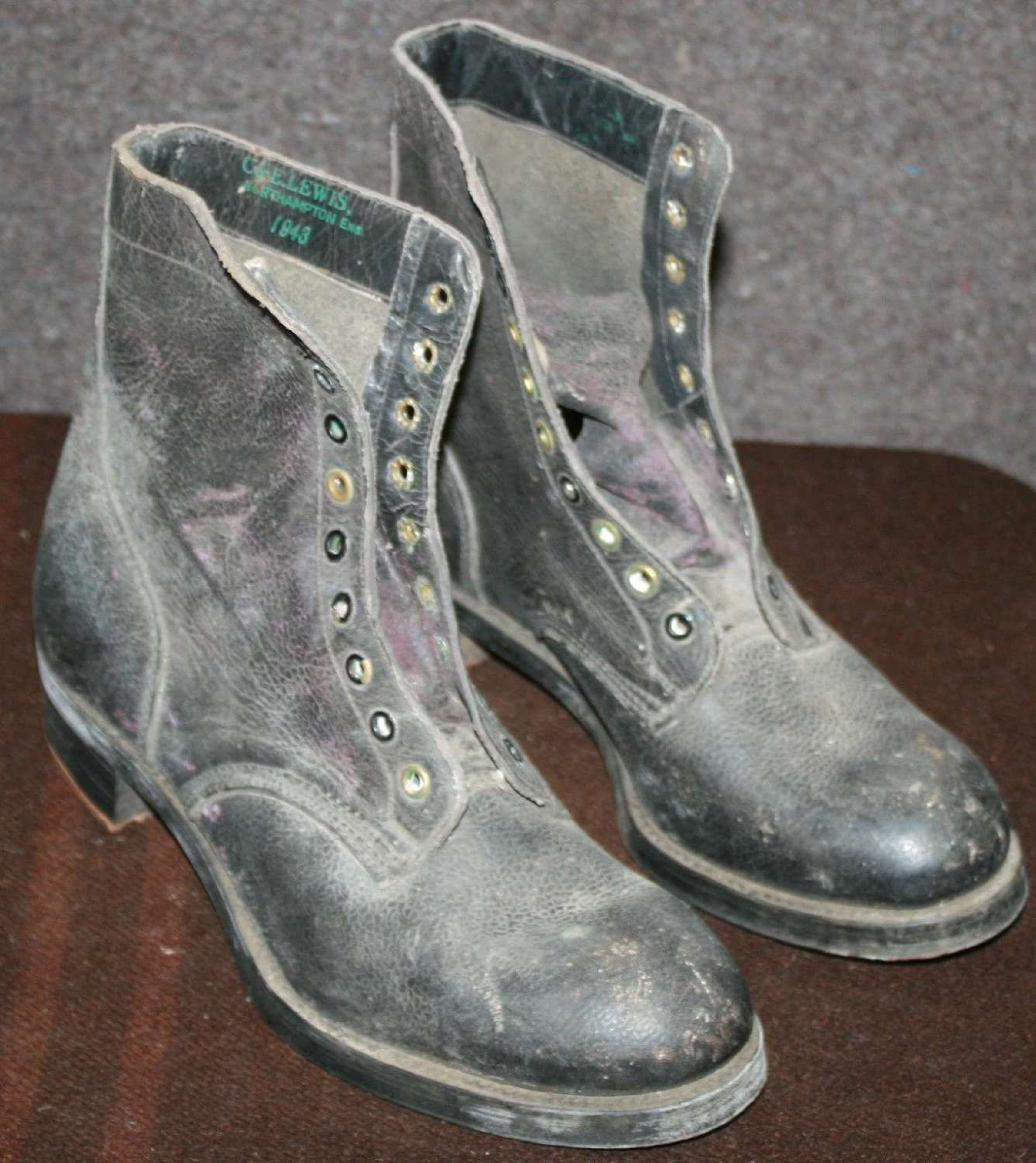 A PAIR OF 1943 DATED WRAF SIZE 5 S BOOTS
