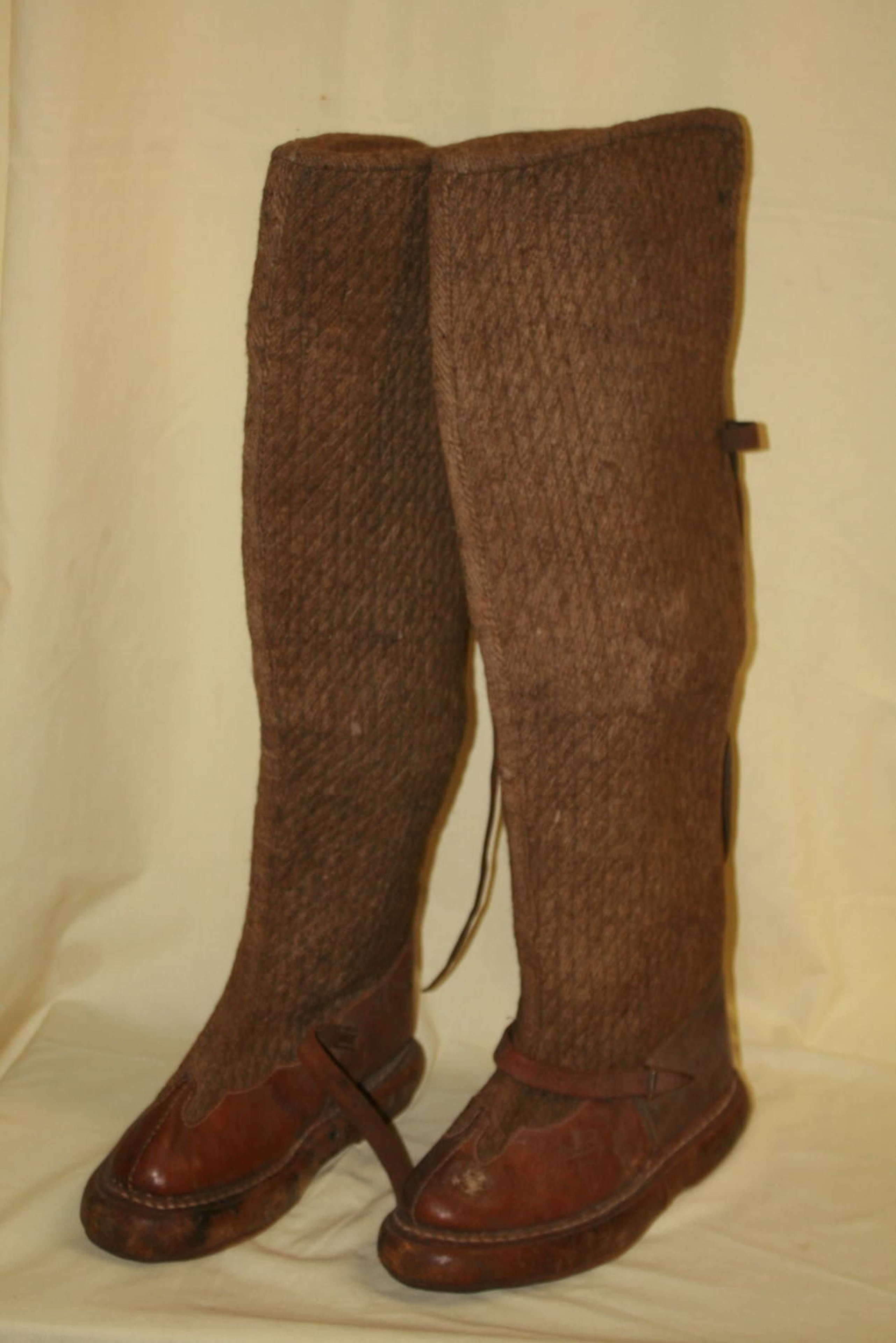 A PAIR OF EARLY RAF TROPICAL FUG BOOTS