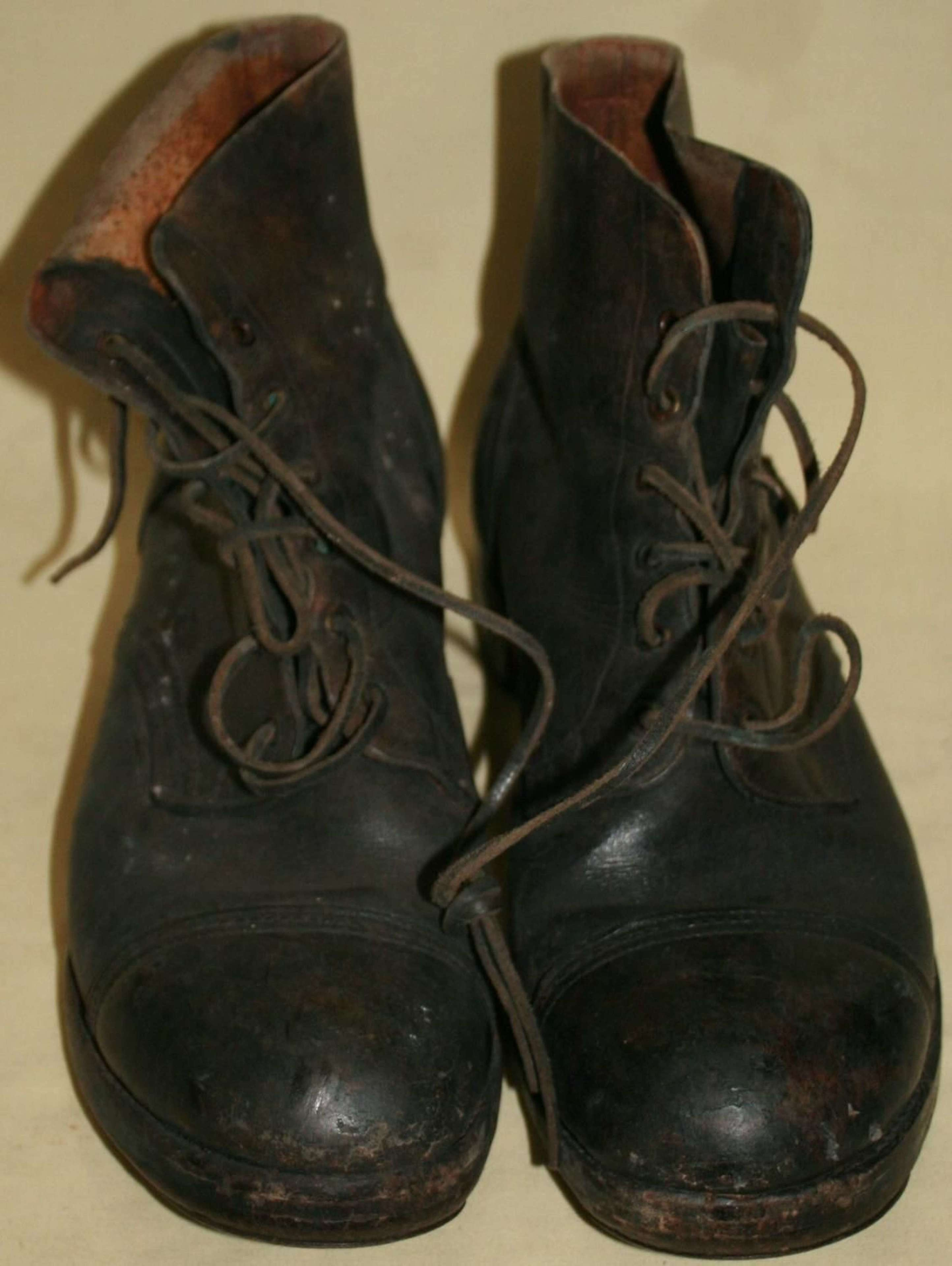 A PAIR OF THE 44 PATTERN JUNGLE BOOTS POST WAR USED SIZE 11 S