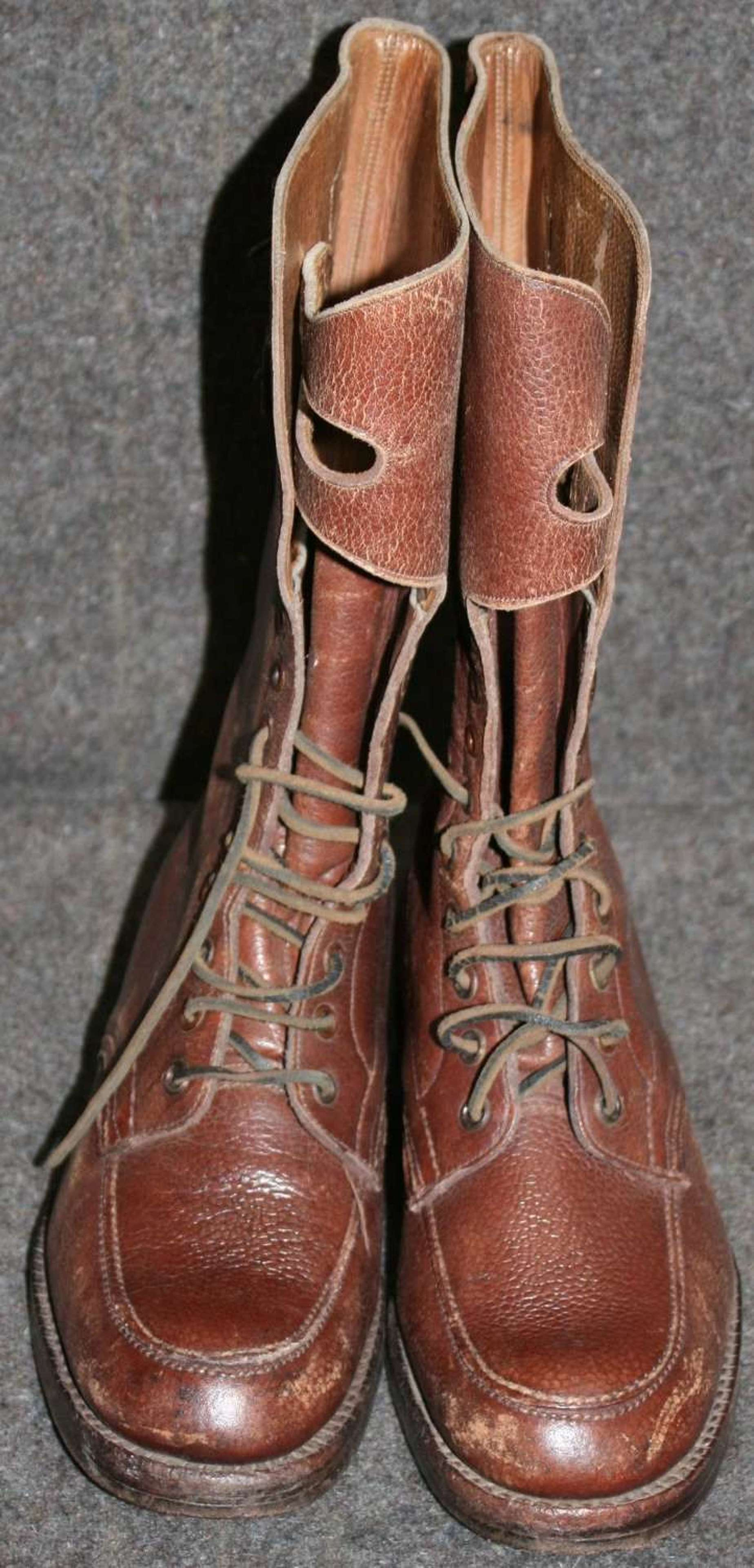 A WWII PAIR OF THE BRITISH OFFICERS HIGH LEG BOOTS