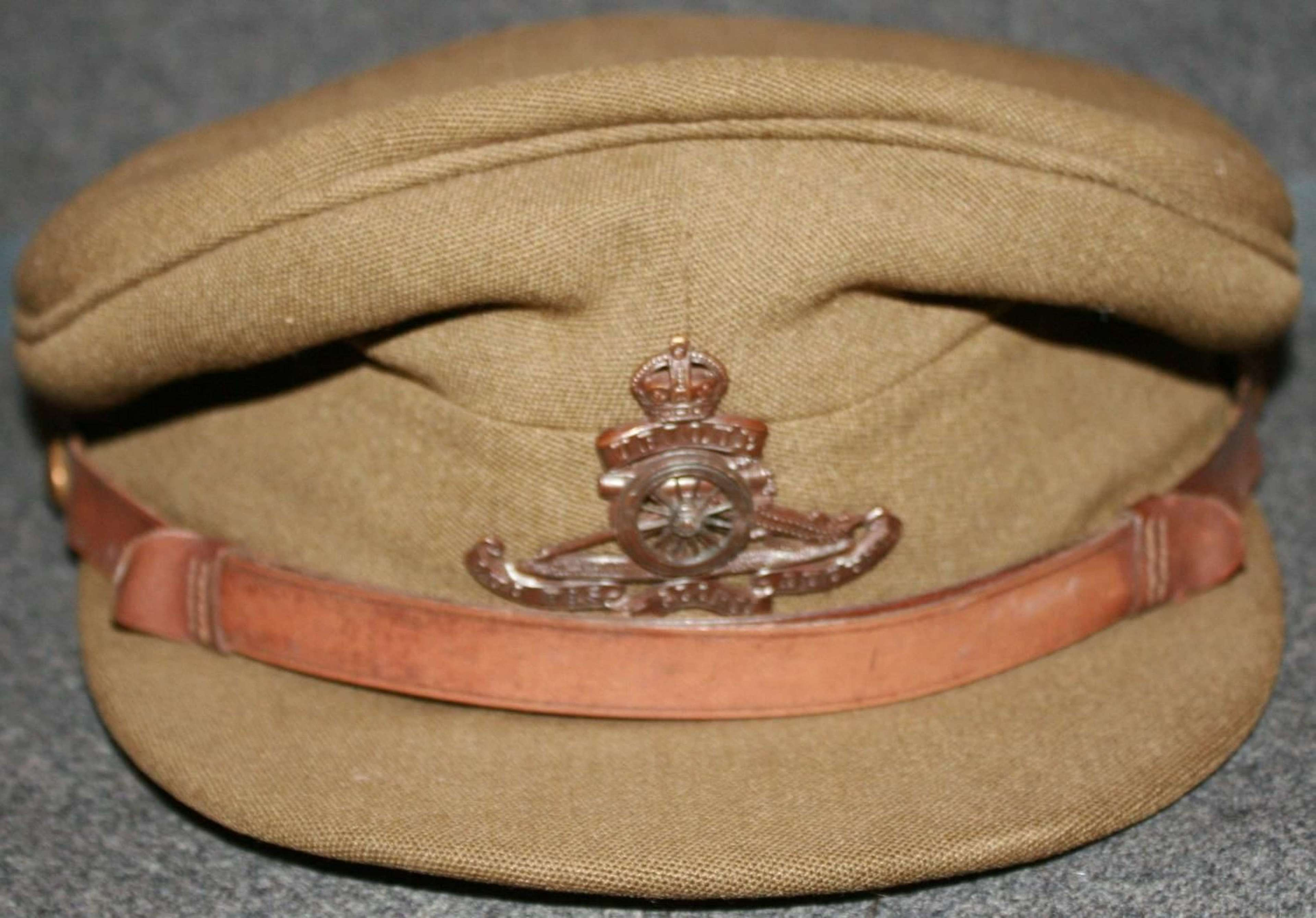 A WWII PERIOD OFFICER ROYAL ARTILLERY CAP