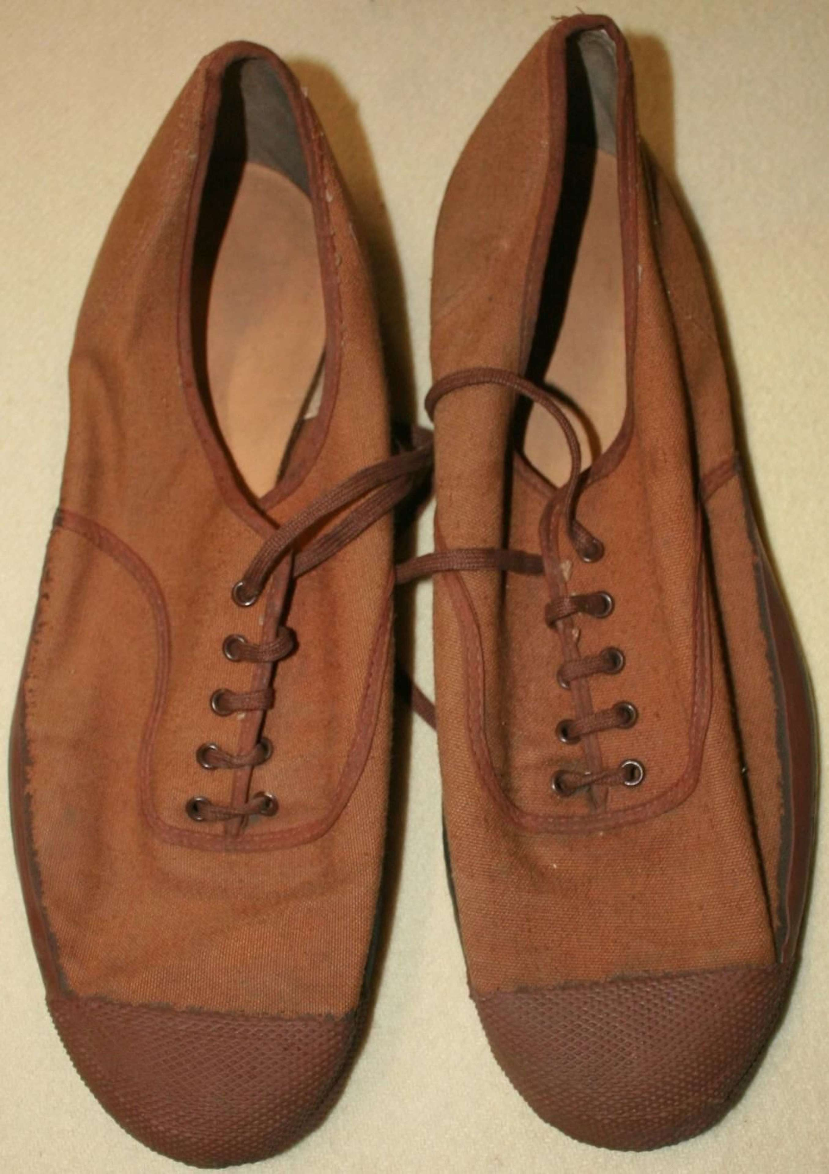 A PAIR OF WWII STYLE PLIMSOLLS