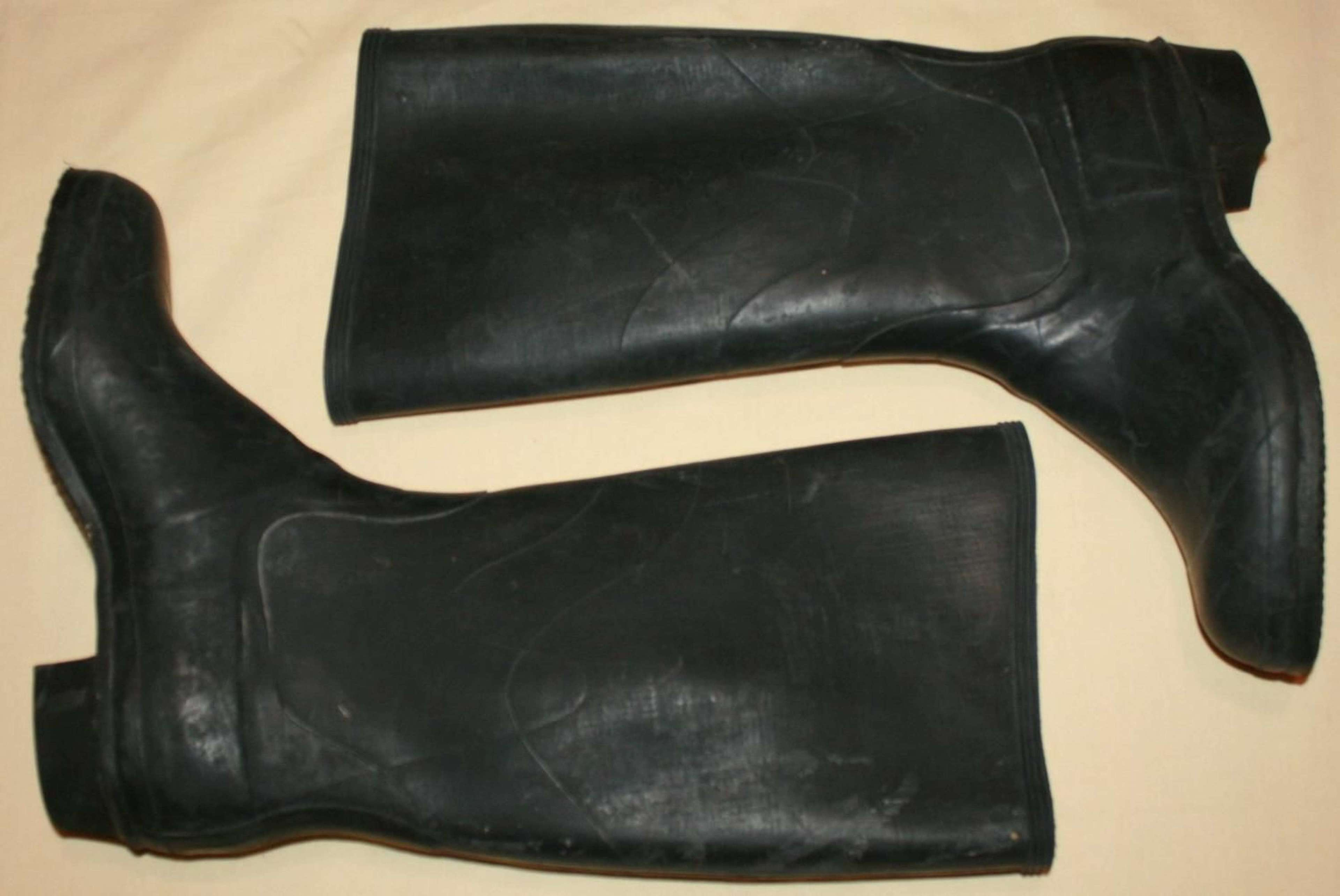 A PAIR OF SIZE 5 ATS WELLINGTON BOOTS