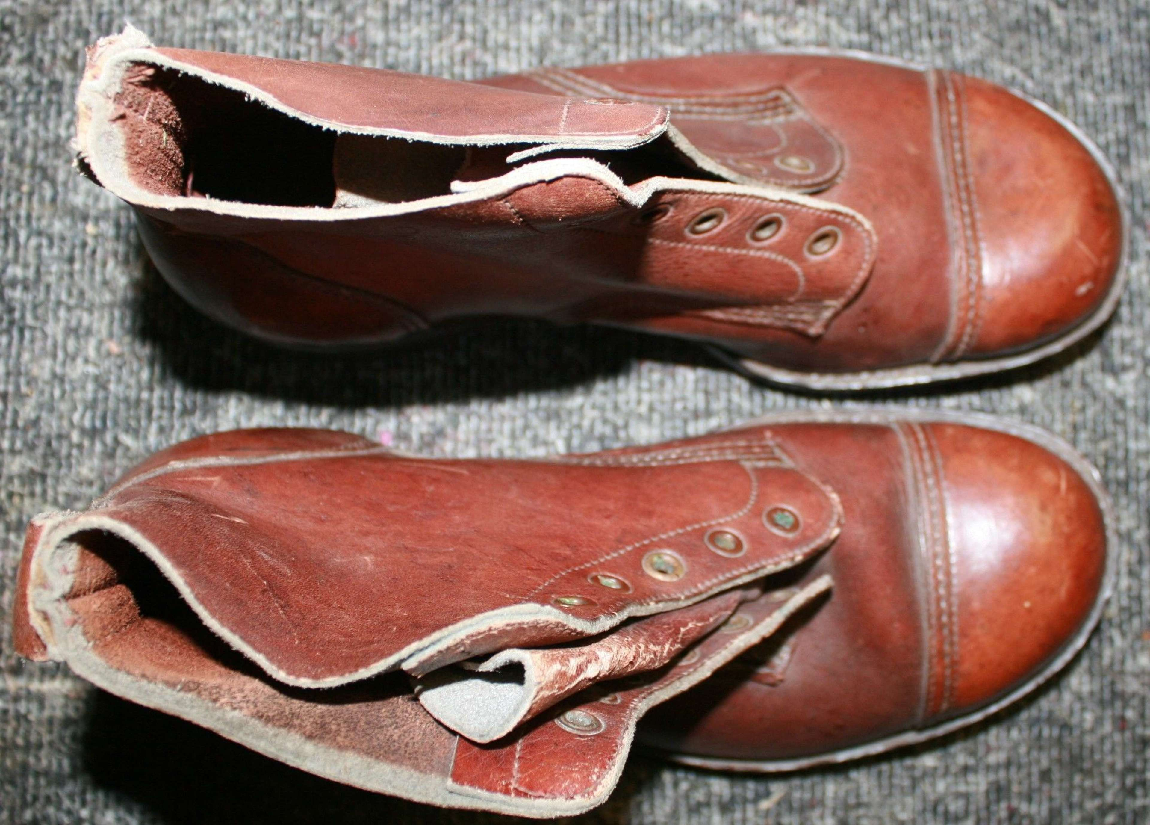 A PAIR OF 1945 DATED JUNGLE BOOTS SIZE 8 M