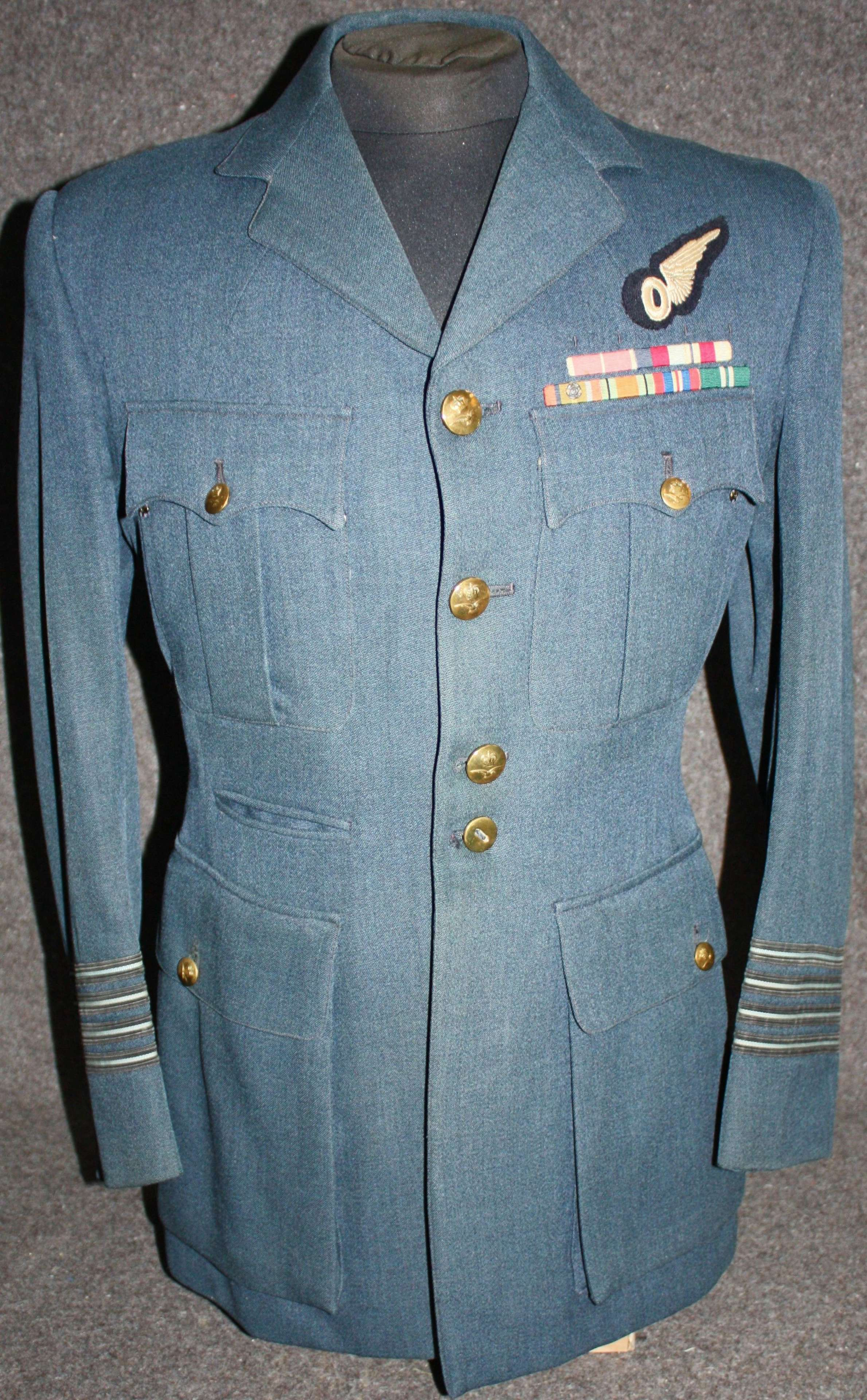A GOOD 1950'S WING COMMANDER'S TUNIC