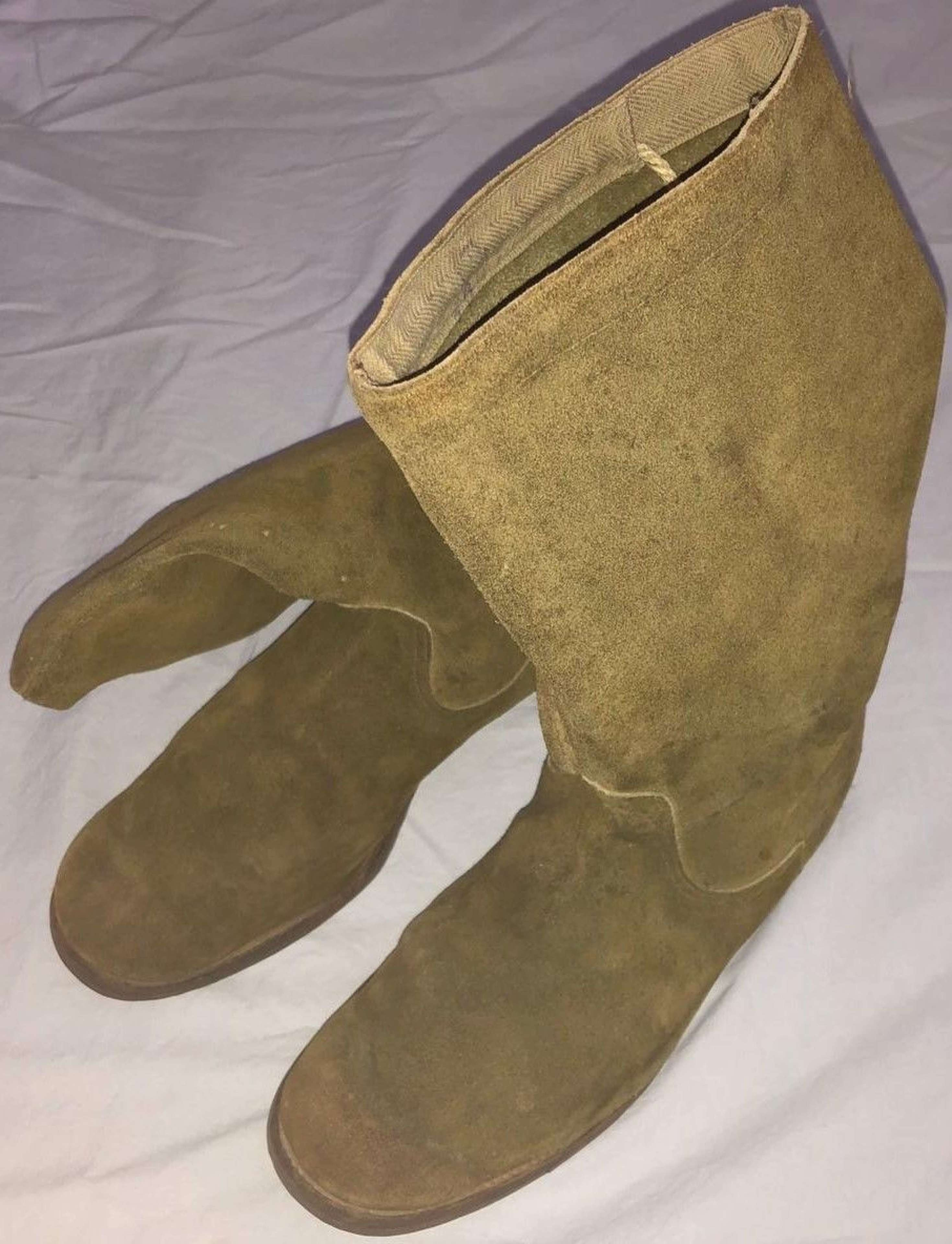 A PAIR OF WWII RAF / AM ISSUE MOSSIE BOOTS NAMED TO A BOF B PILOT