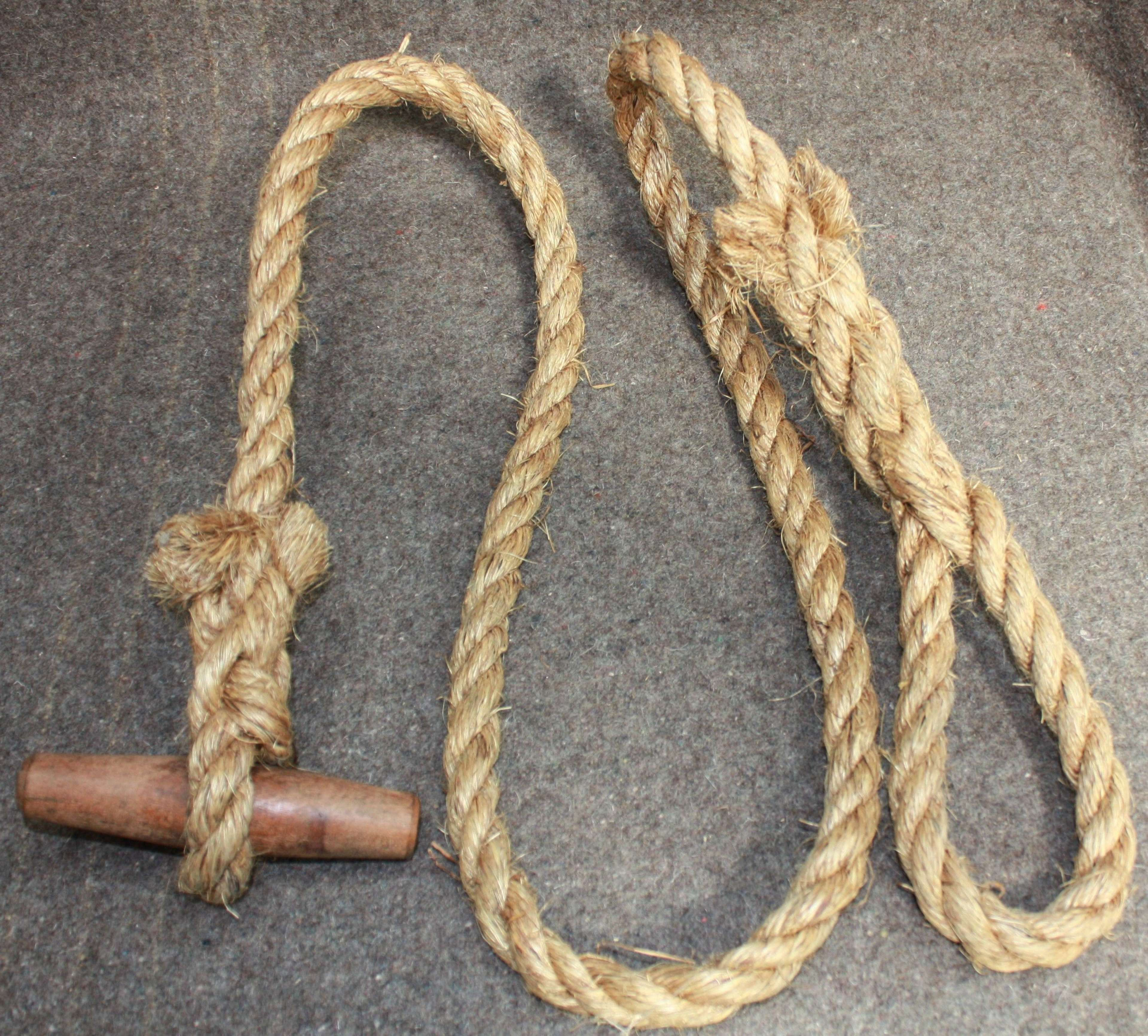 A GOOD 1944 DATED AIRBORNE FORCE THICK TOGGLE ROPE