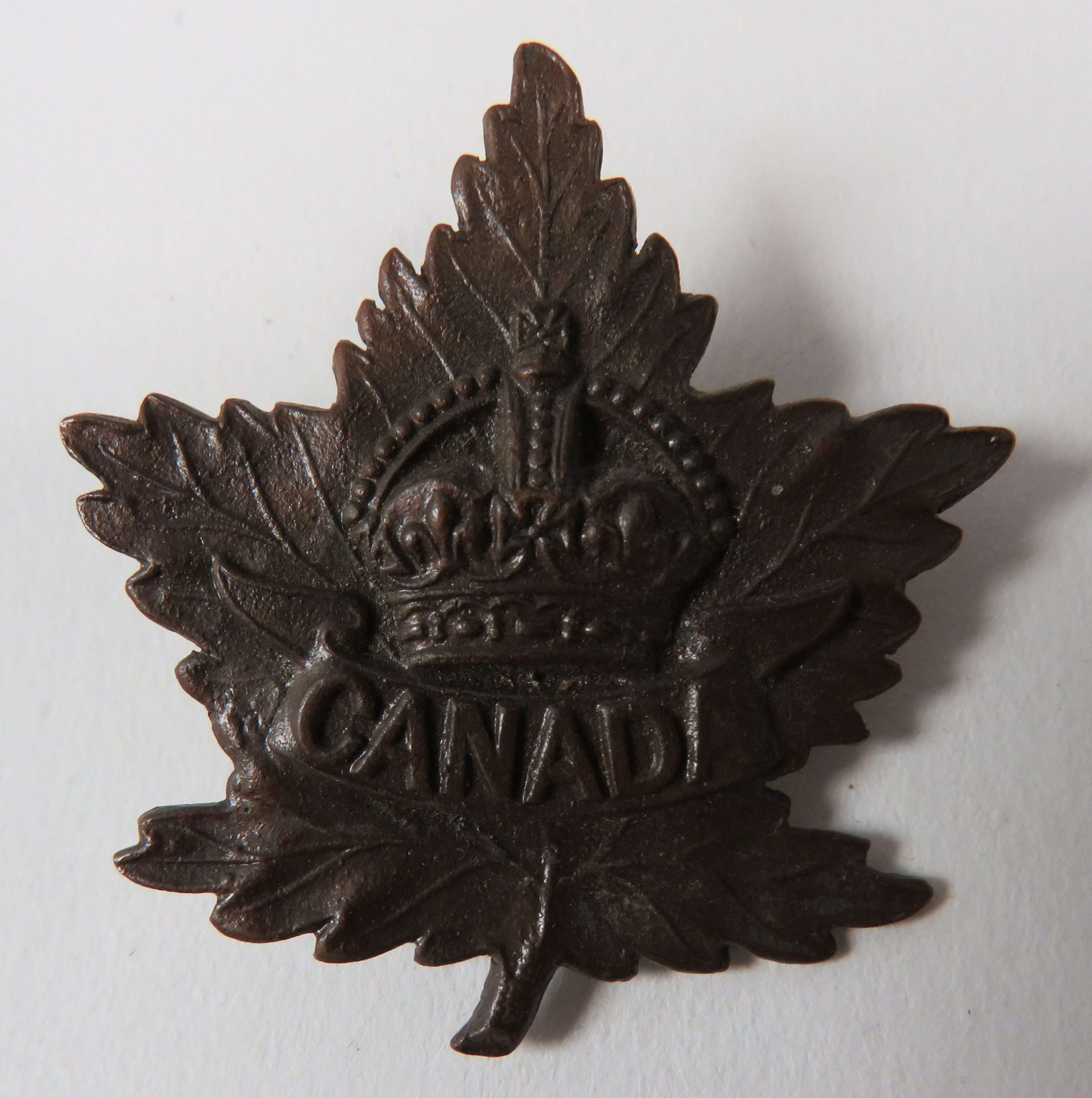 WW 1 Canadian Officers Cap Badge