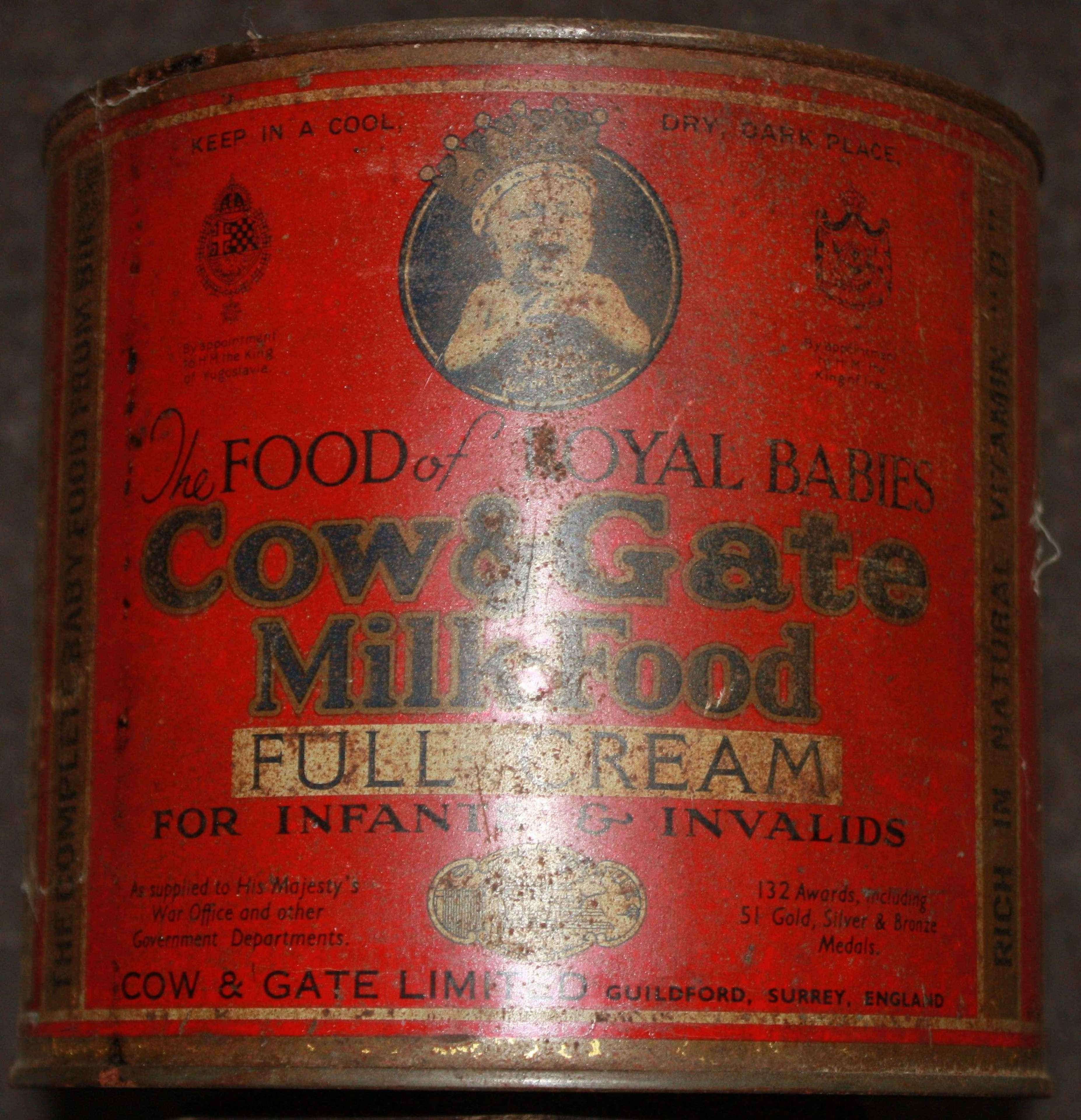 A LARGE SIZE EARLY WWII COW AND GATE MILK POWDER TINE