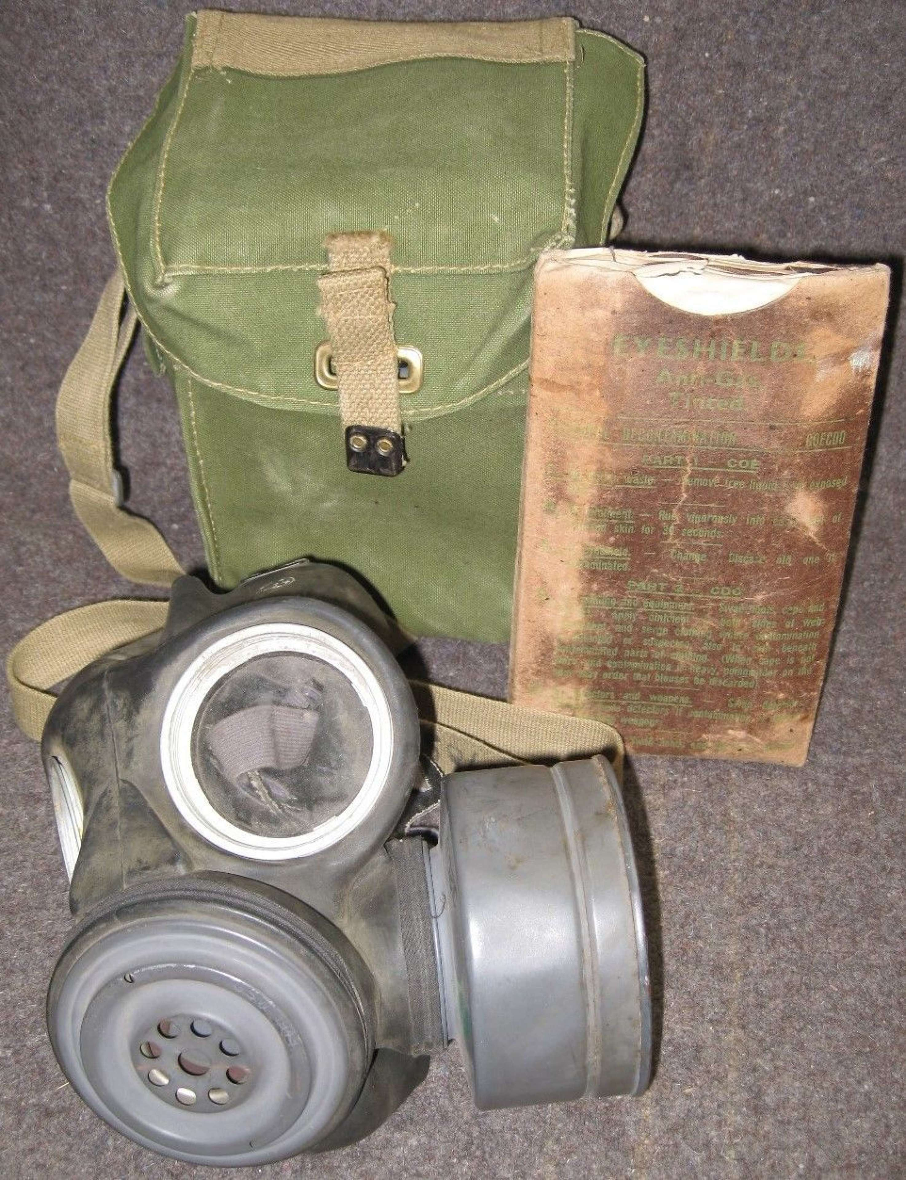 A GOOD EARLY CANADIAN GAS MASK LIGHT