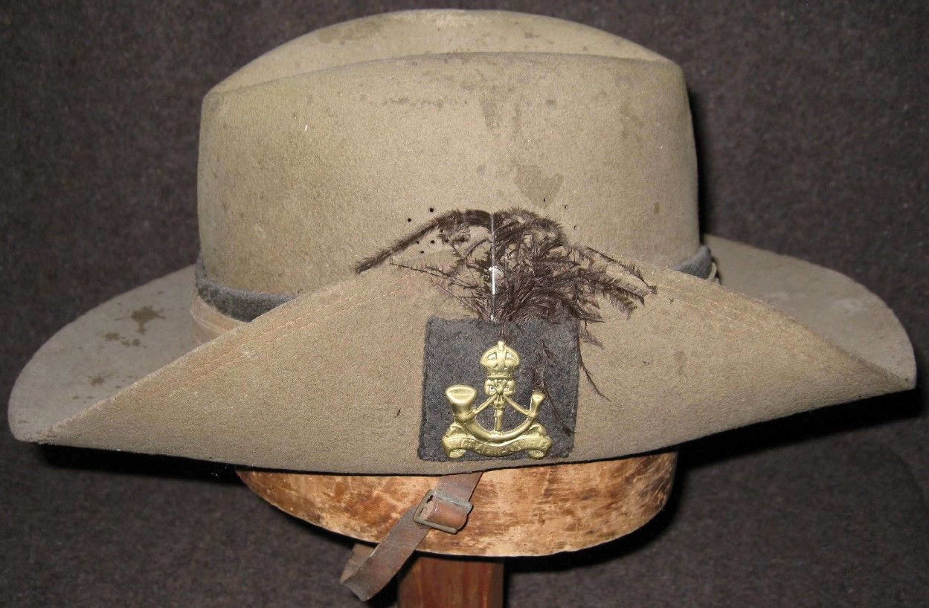 A 1945 DATED 1ST AFRICAN RIFLES SLOUCH HAT