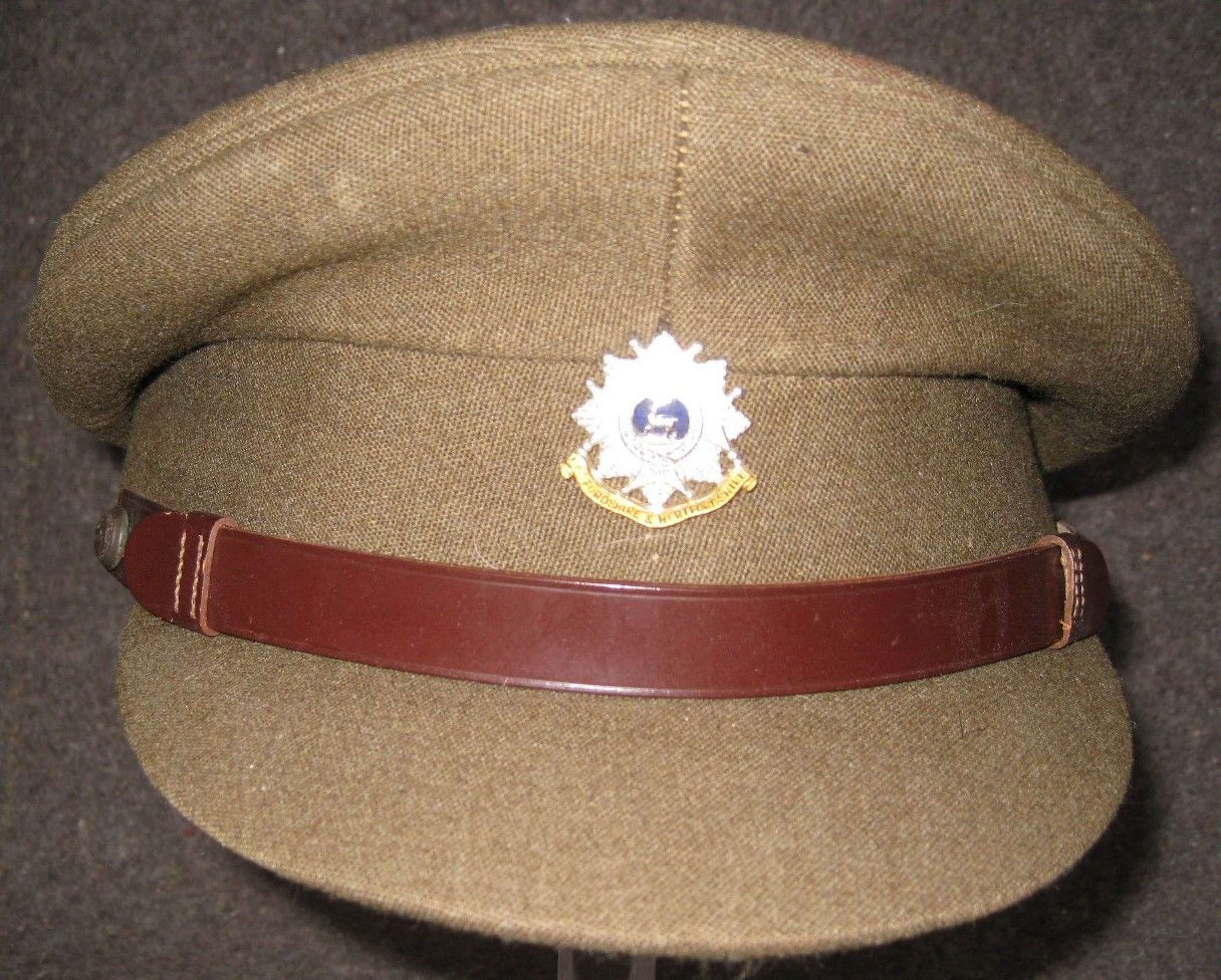 A GOOD POST WWII BEDFORDSHIRE  AND HERTFORDSHIRE OFFICERS CAP