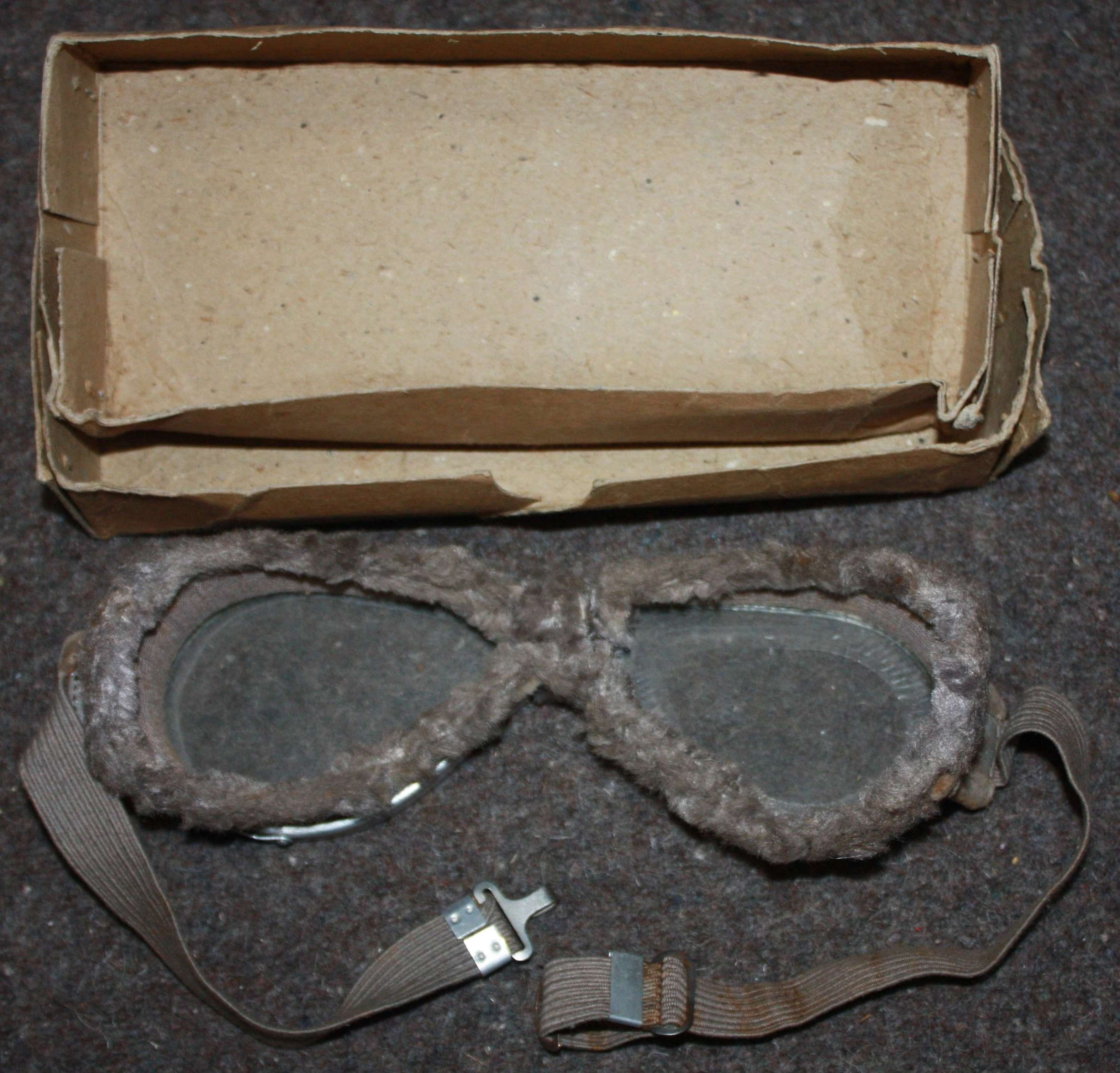 A GOOD PAIR OF THE WWII PERIOD BRITISH ISSUE GOGGLES