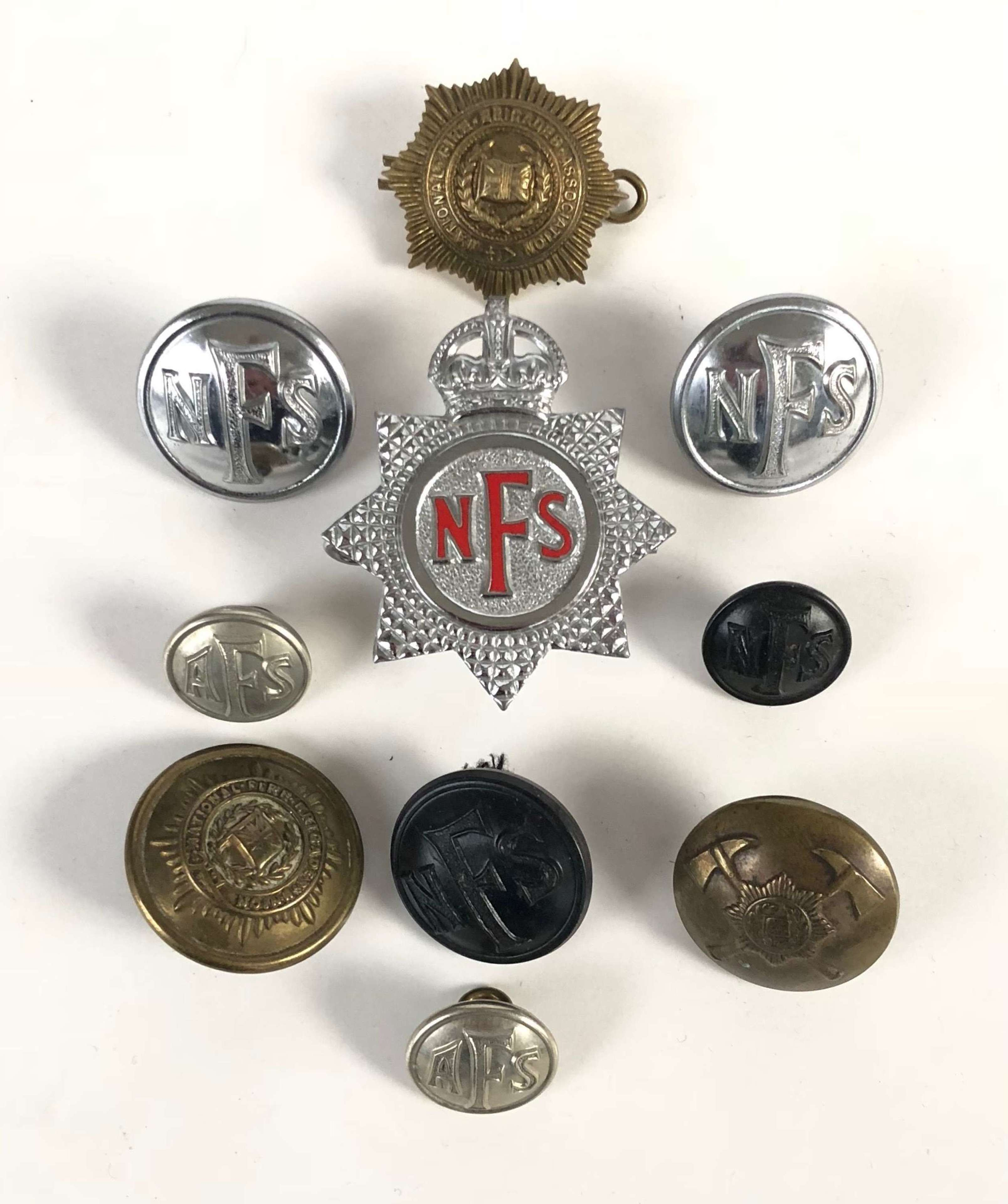 WW2 Period National Fire Service Cap Badge & Buttons.