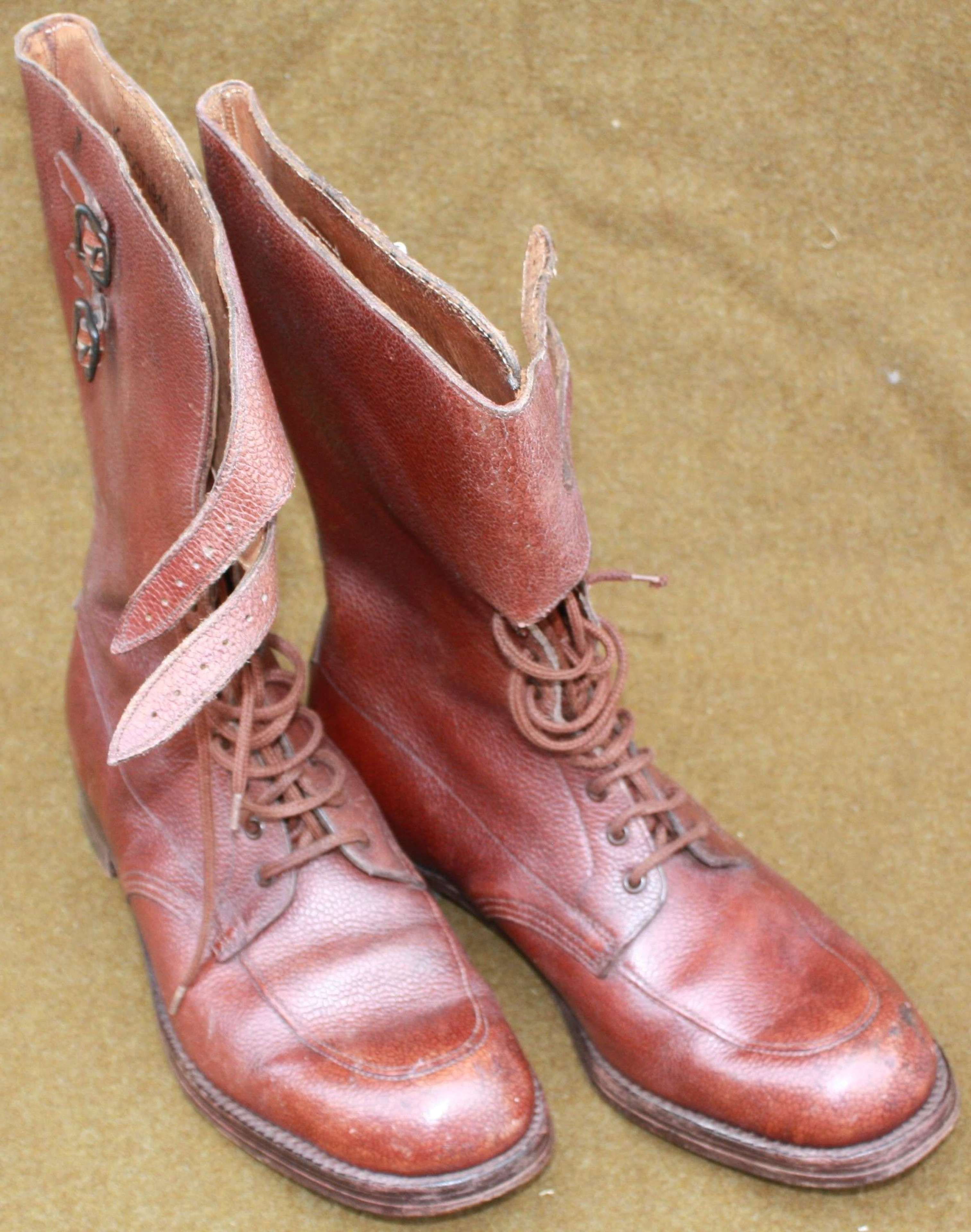 A GOOD PAIR OF THE BRITISH 1943 PATTERN OFFCIERS BOOTS