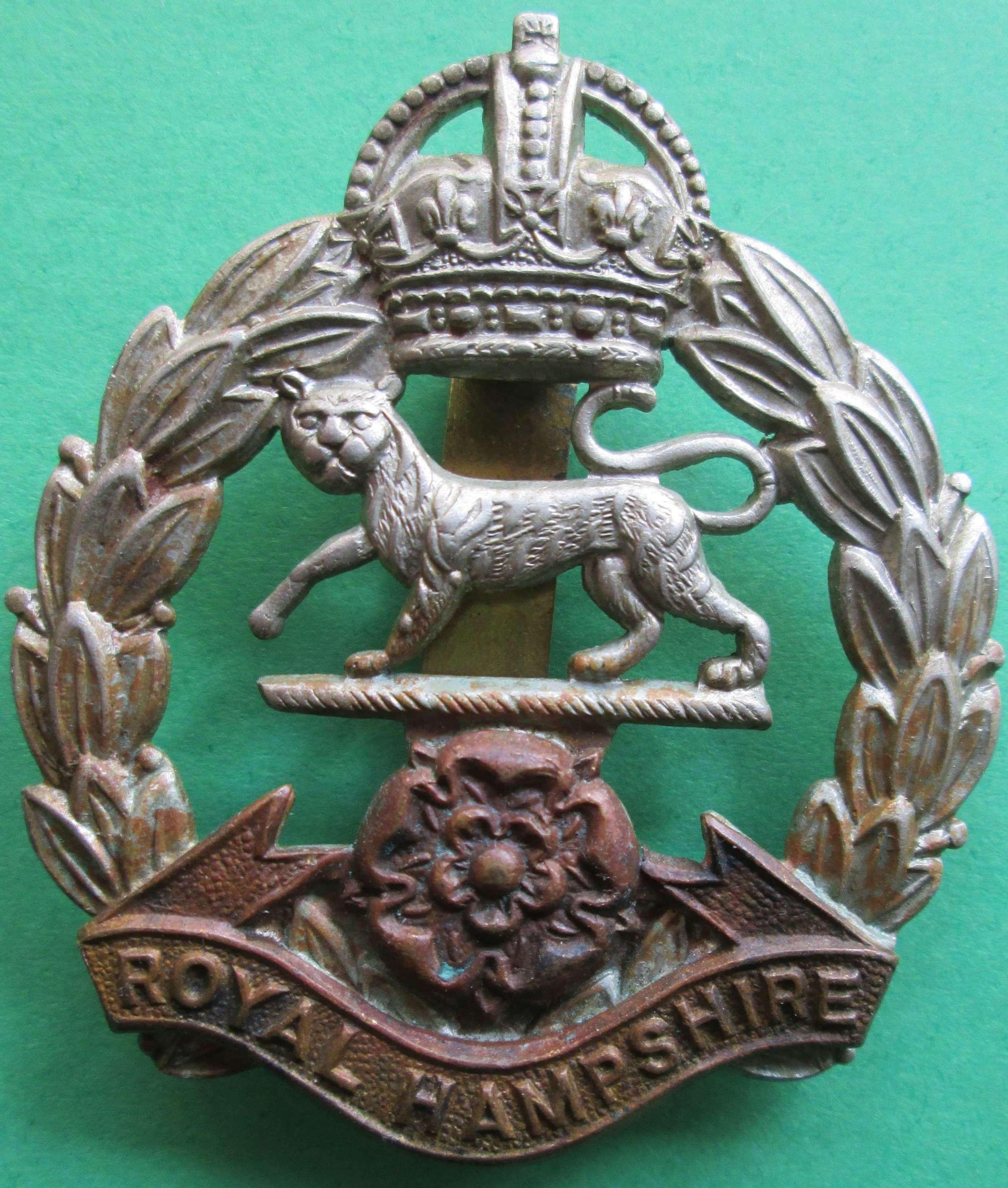 WWII ROYAL HAMPSHIRE REGIMENT CAP BADGE
