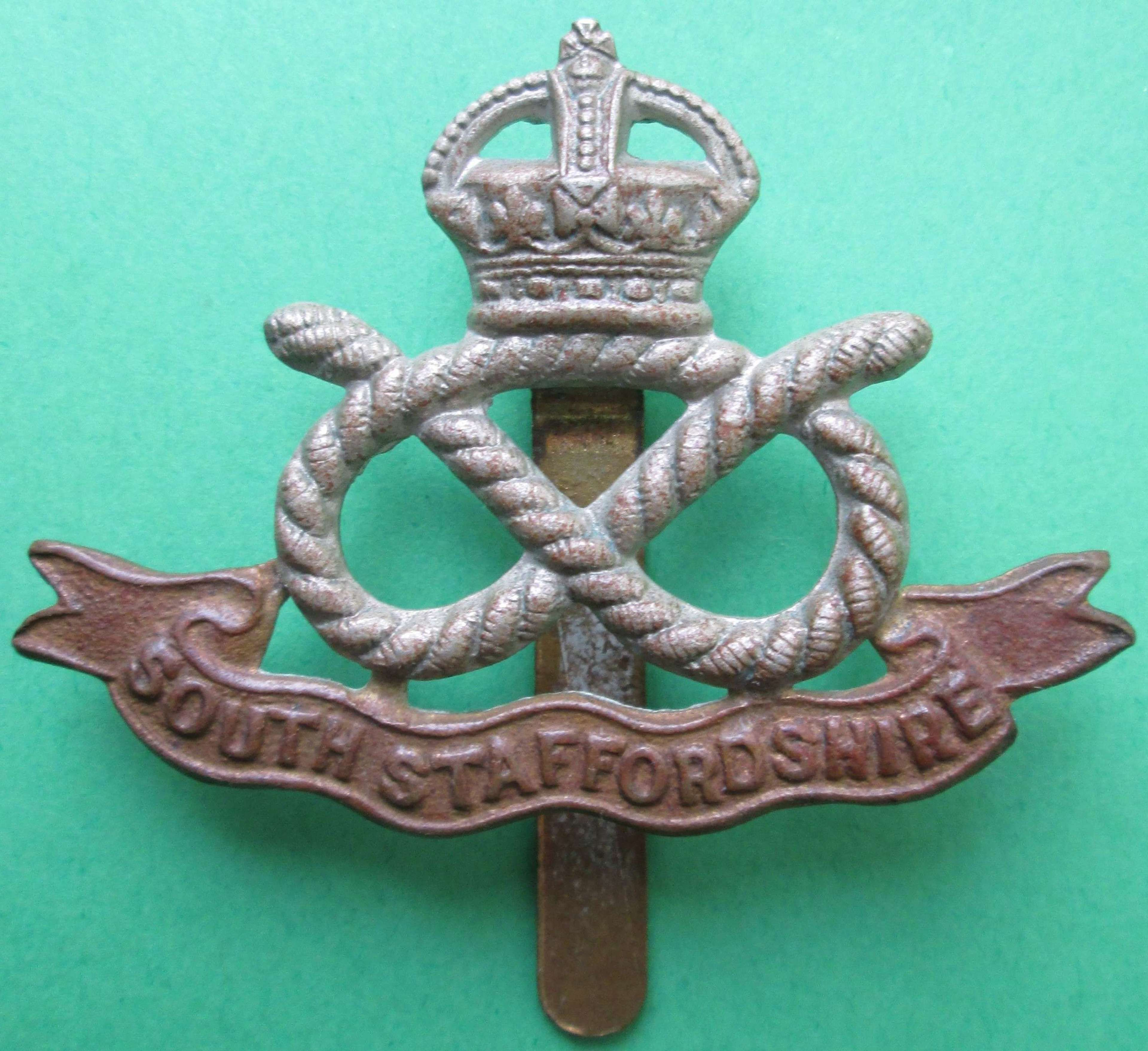 WWII PERIOD SOUTH STAFFORDSHIRE CAP BADGE