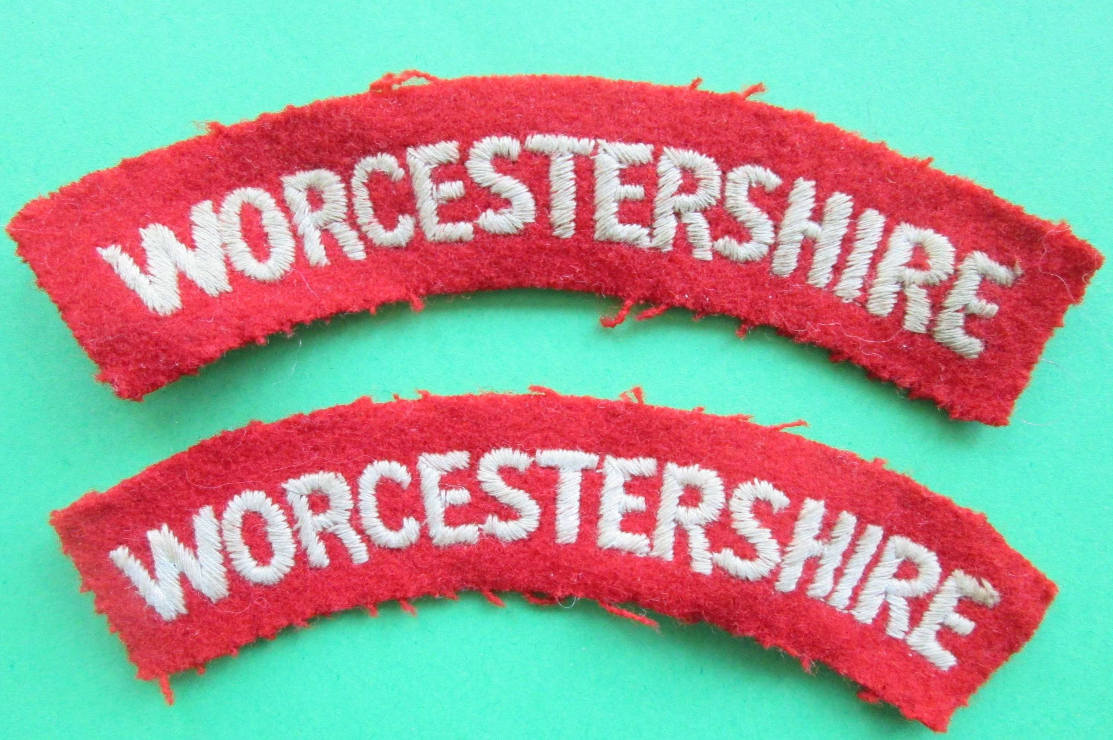 A PAIR OF WORCESTERSHIRE SHOULDER TITLES