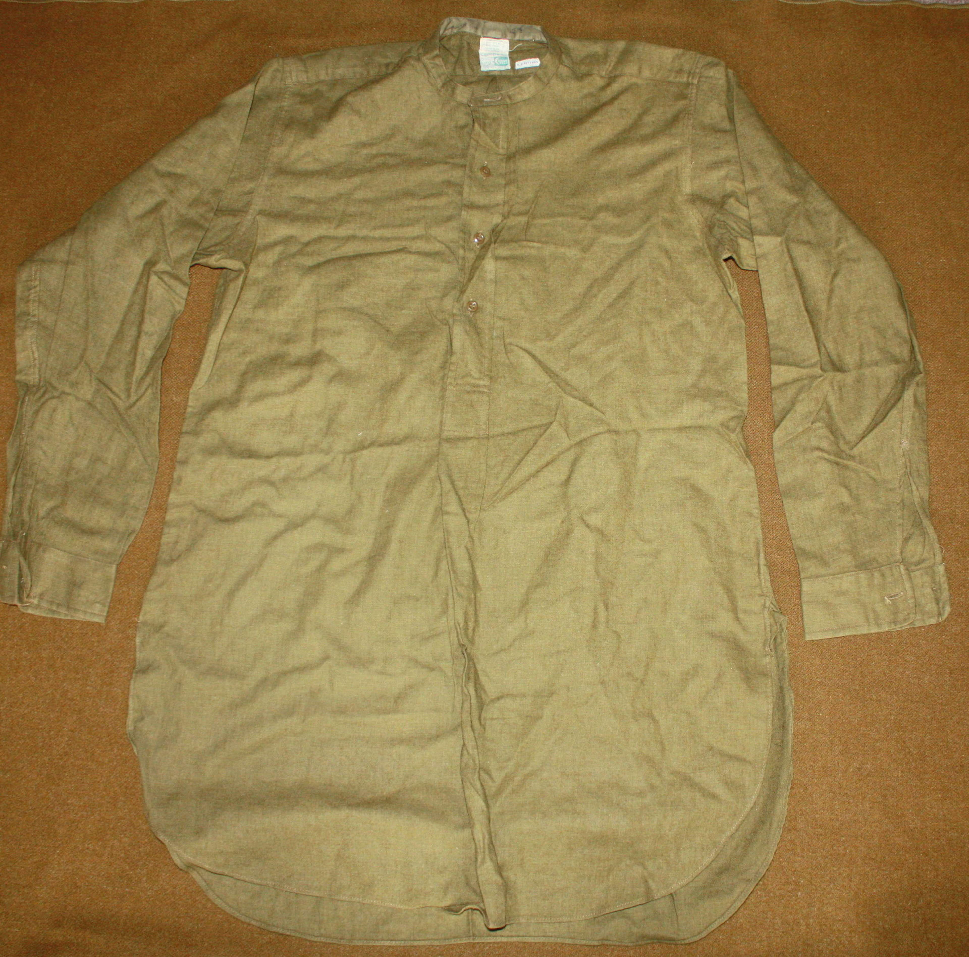 A VERY GOOD WWII HALF BUTTON FRONTED OFFICERS STYLE WOOL SHIRT