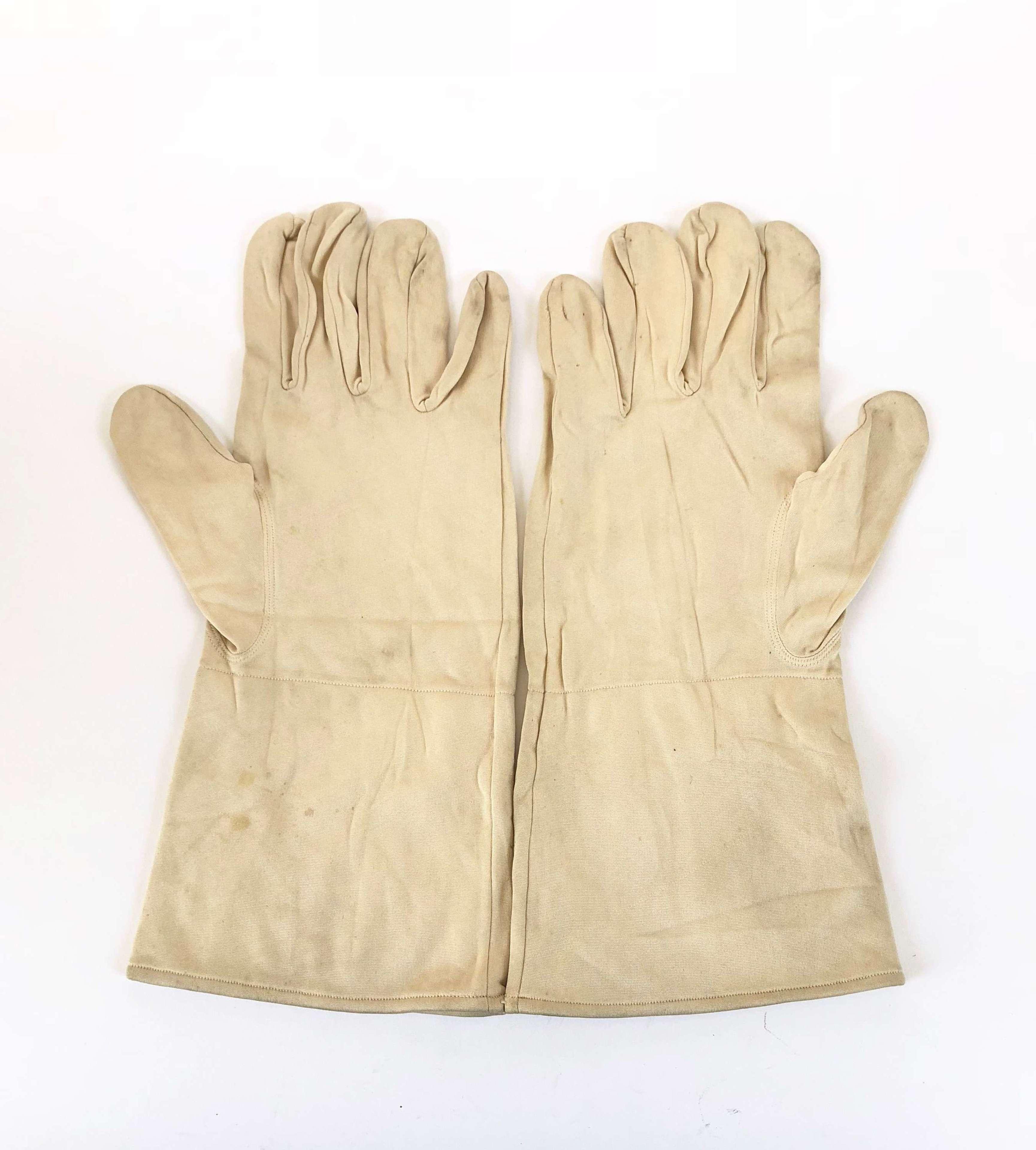 WW2 1944 RAF Aircrew Silk Inner Flying Gloves.