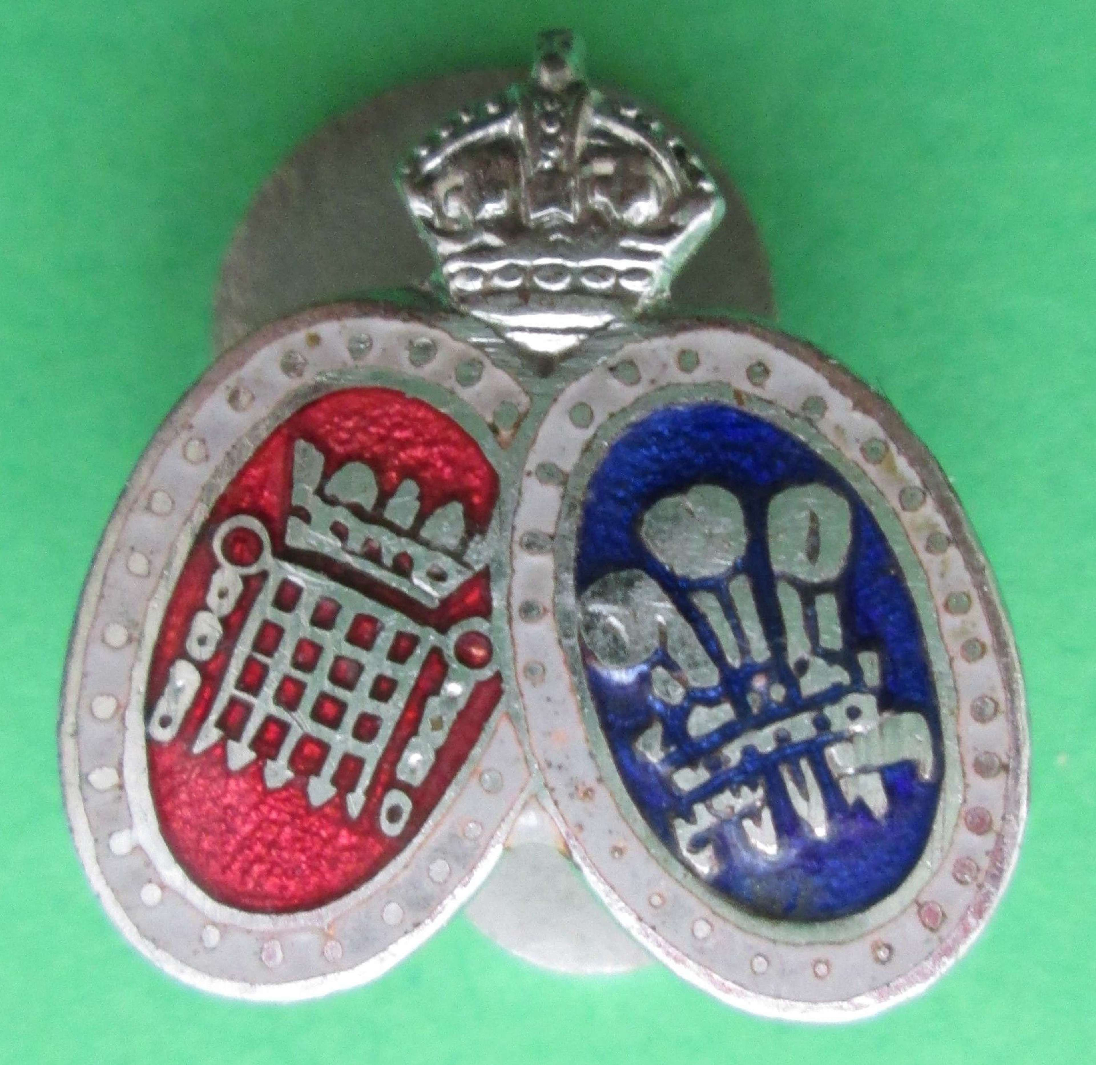 AN OLD COMRADES ASSOCIATION LAPEL BADGE FOR THE 16TH LONDON BATTALION