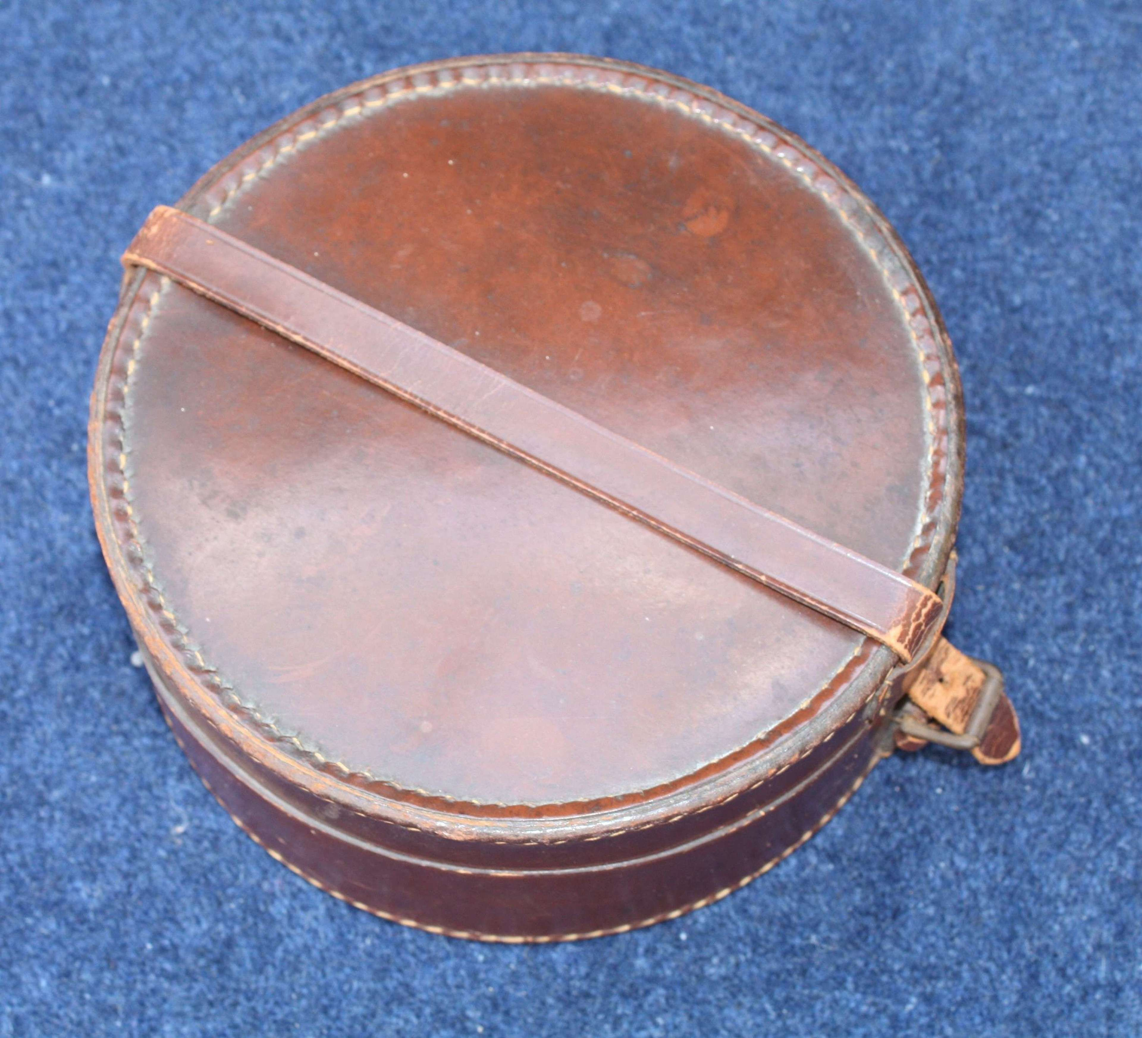 WW1 British Army Officers Round Leather Box for canteen or collars