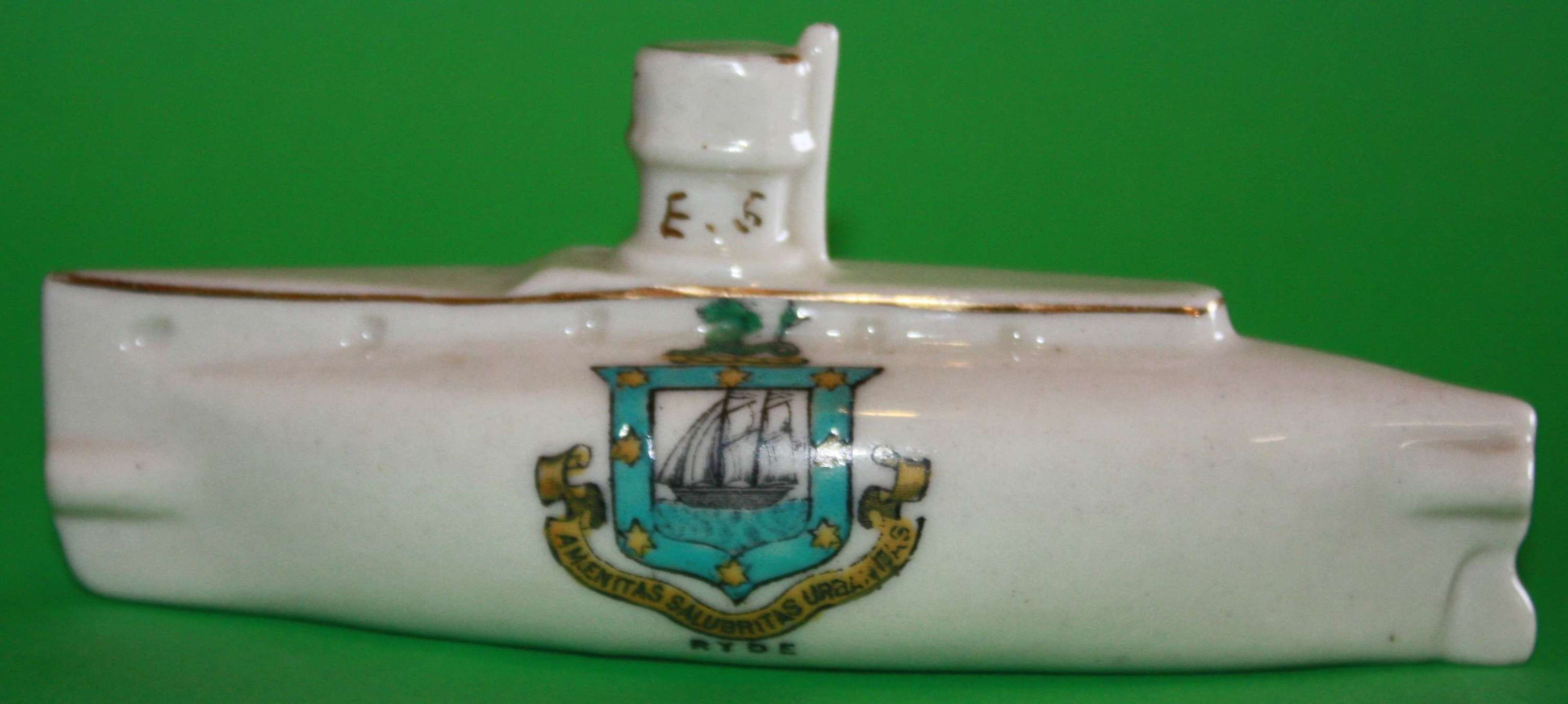 A WWI PERIOD CRESTED CHINA SUBMARINE E5 RYDE ISLE OF WHIGHT CREASTED