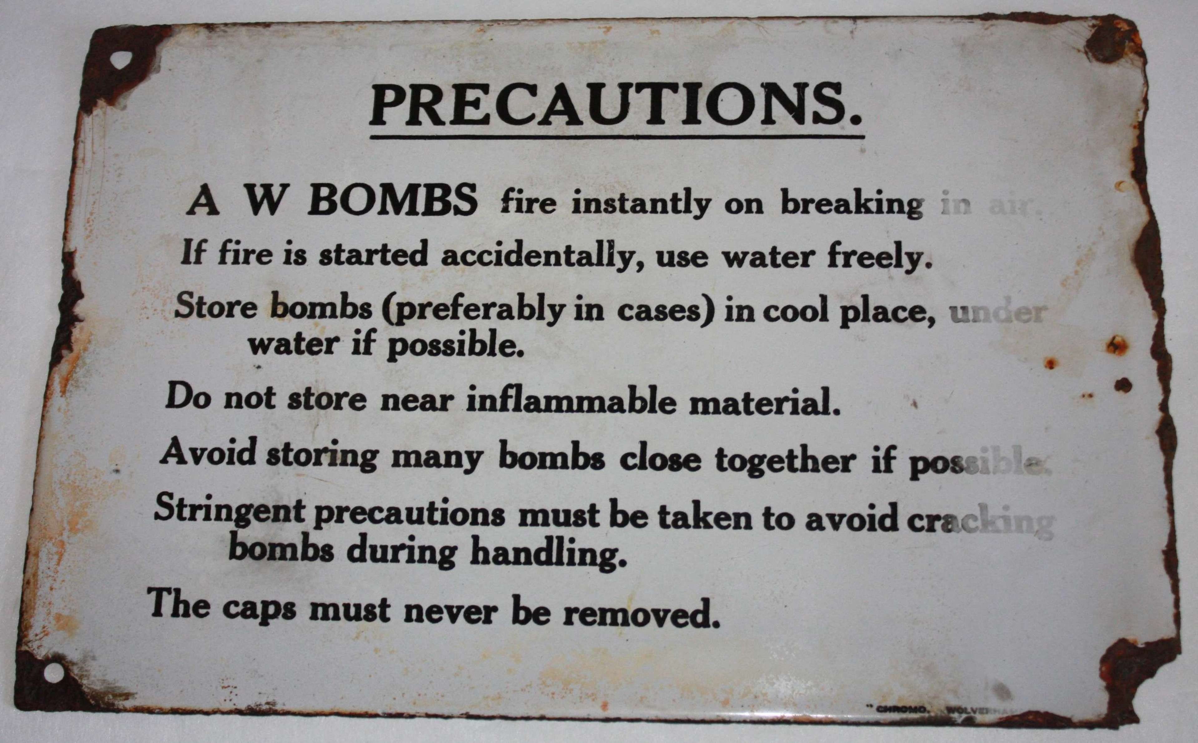 A GOOD WWII AW BOMB SIGN / BOX NOTICE