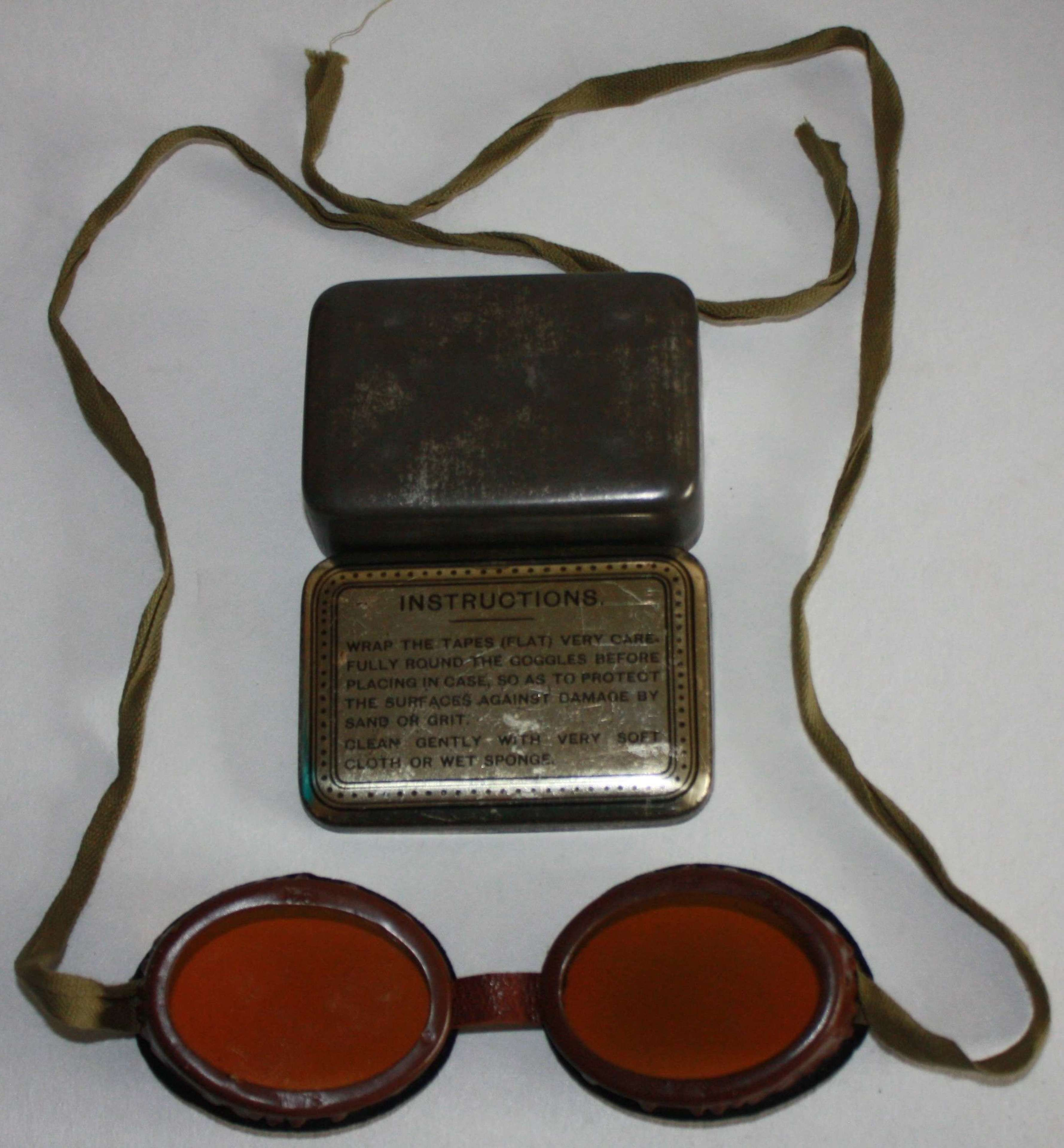 A GOOD PAIR OF THE 1941 DATED DRIVERS GOGGLES