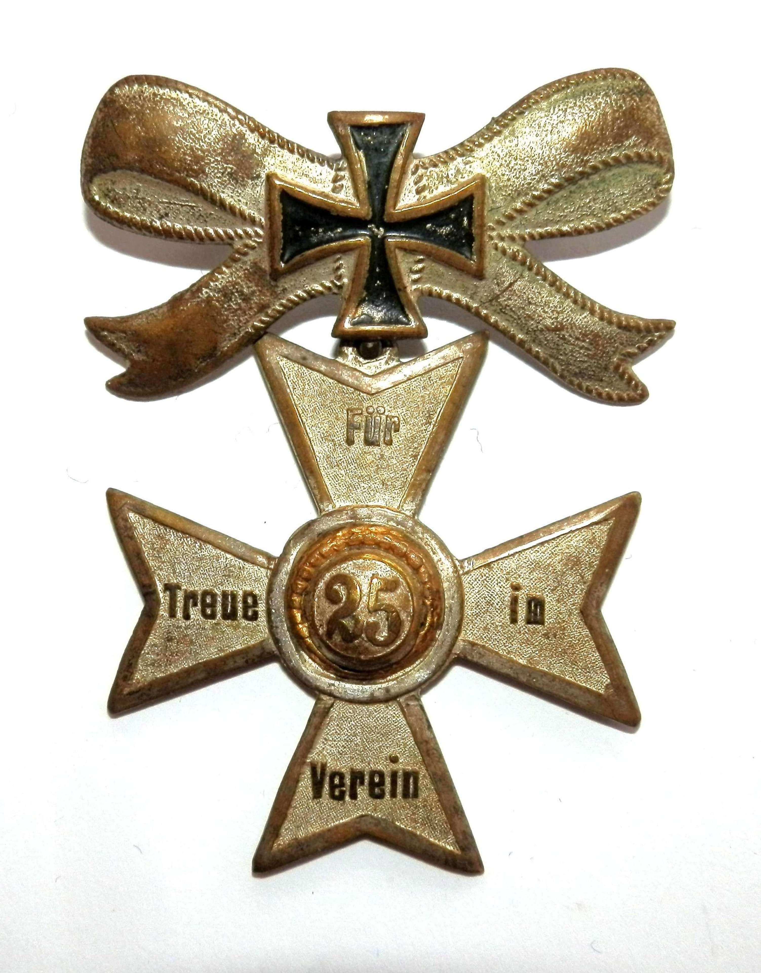Fur 25 Teue iM Verein '25 years Service Cross'.