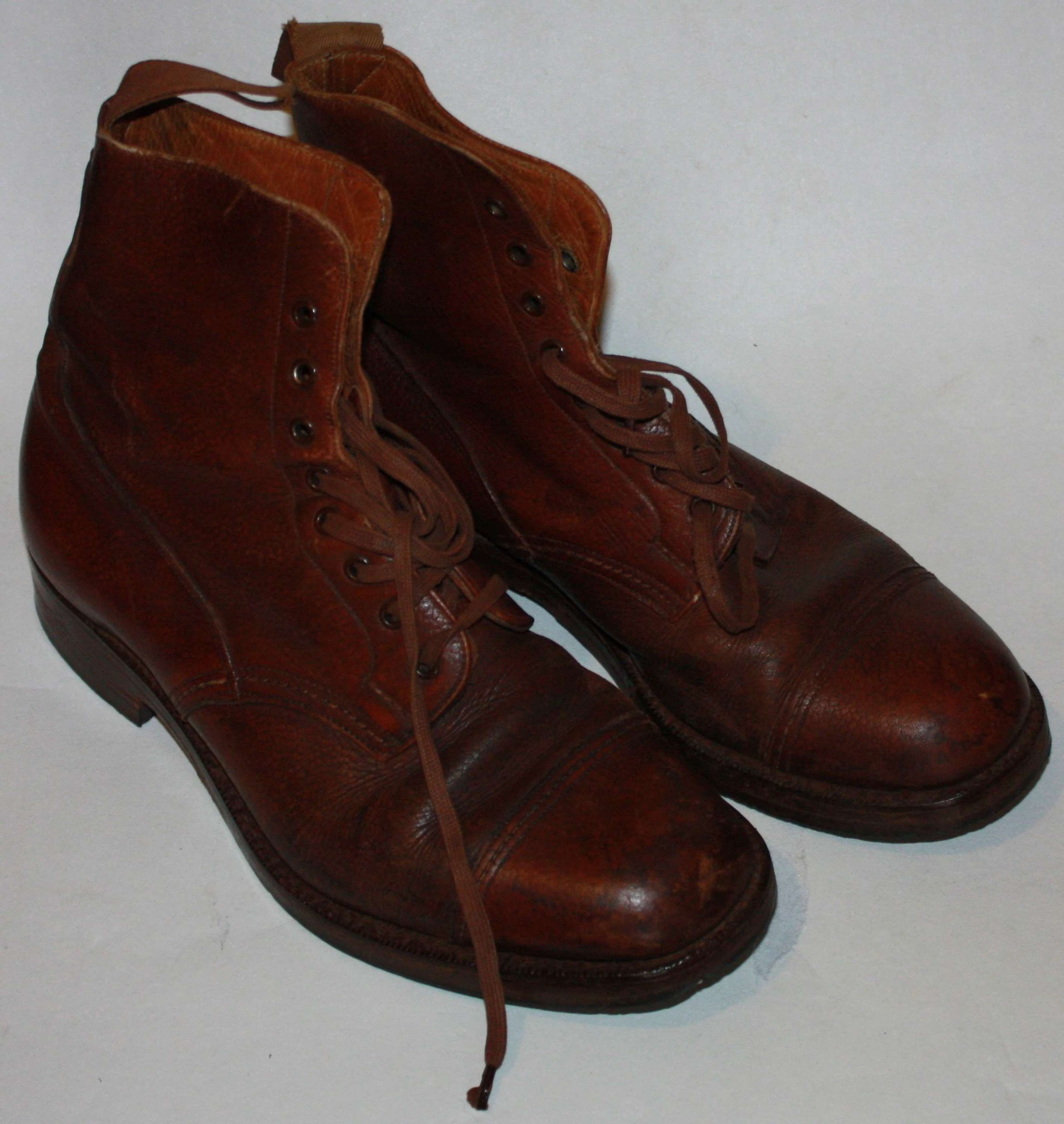 A GOOD PAIR OF OFFICERS 1944 DATED BROWN BOOTS SIZE 7 MADE BY WAUKEEZI