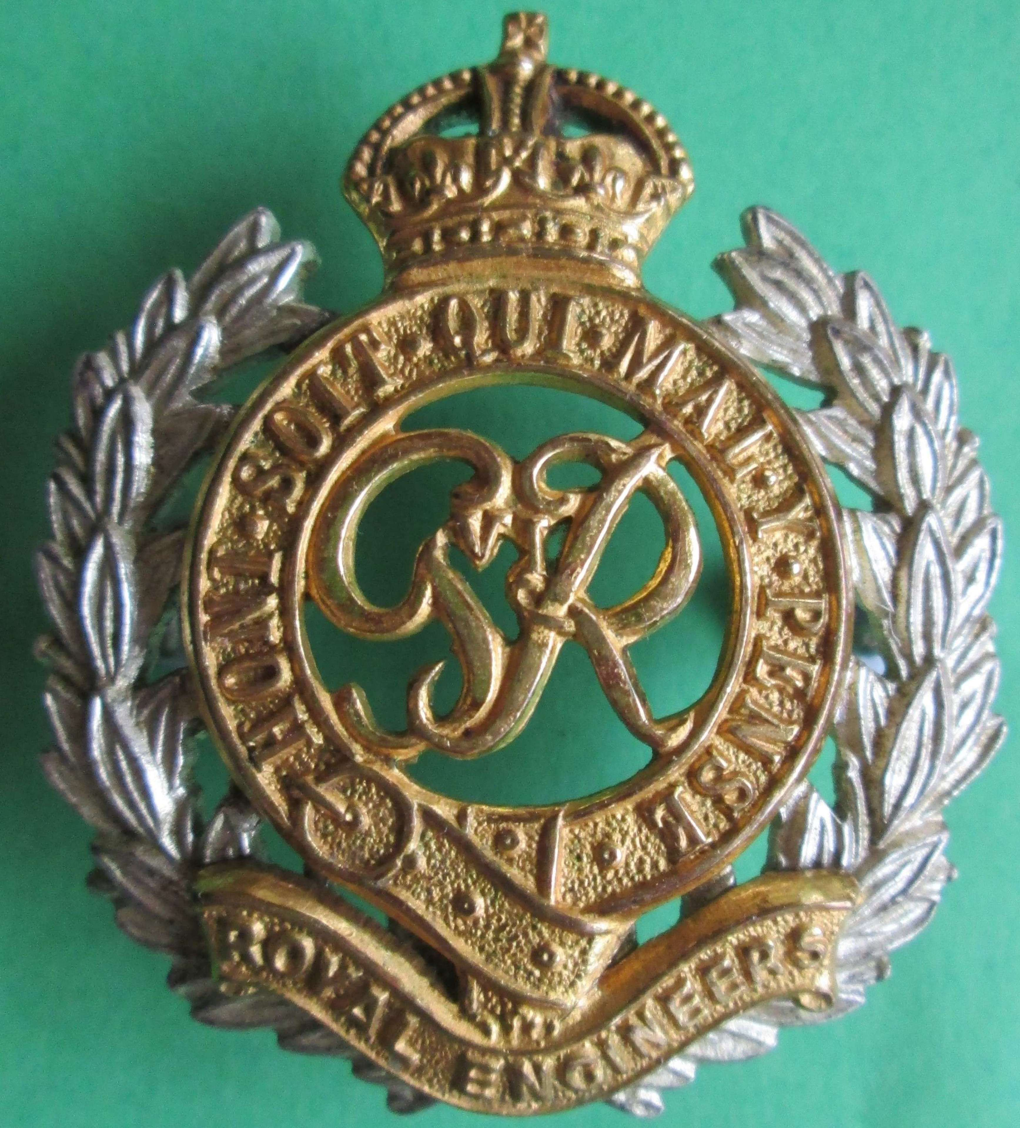 A POST 1947 OTHER RANKS ROYAL ENGINEERS GILT CAP BADGE