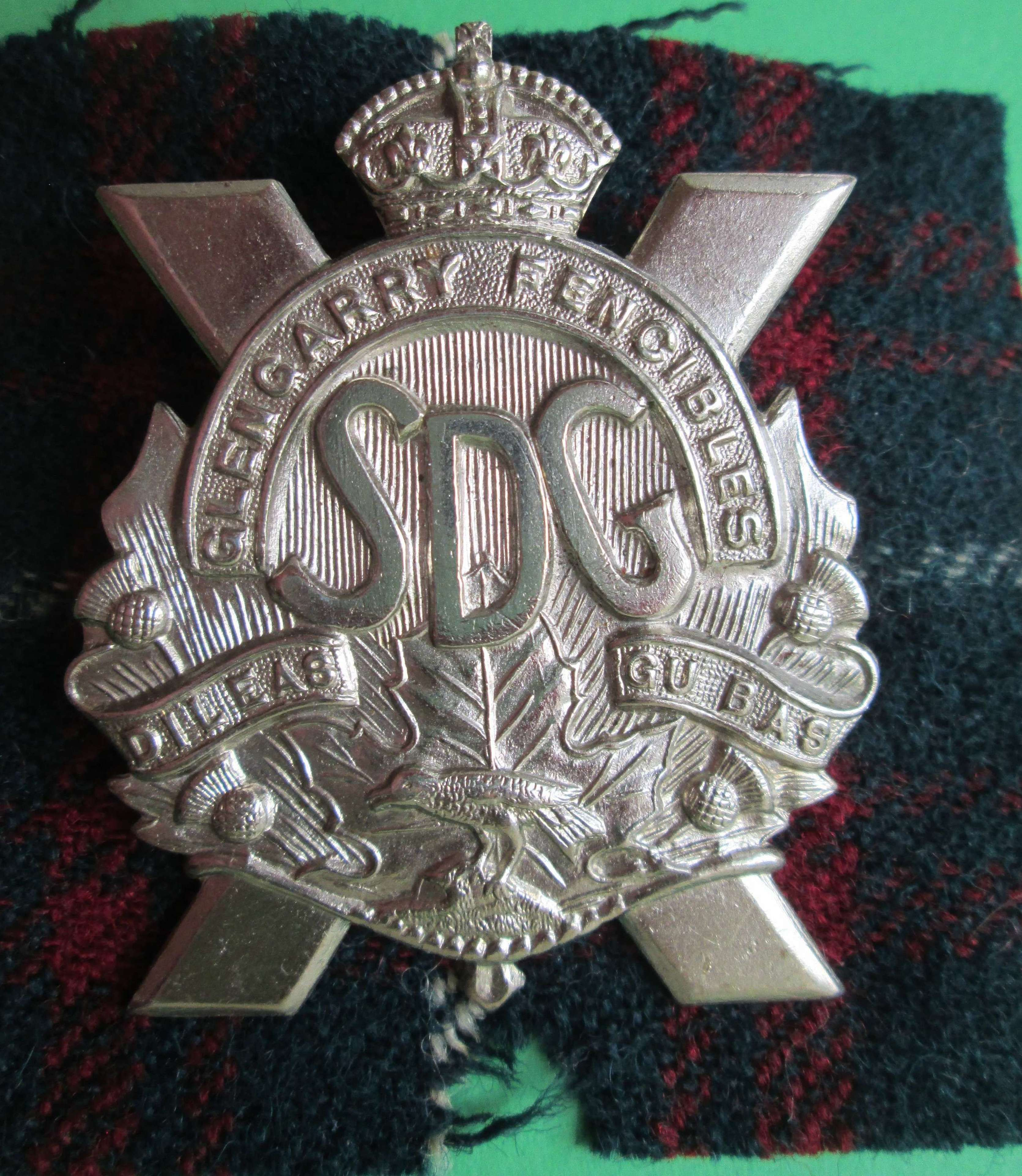 A STORMONT, DUNDAS AND GLENGARRY HIGHLANDERS CANADIAN DIVISION BADGE