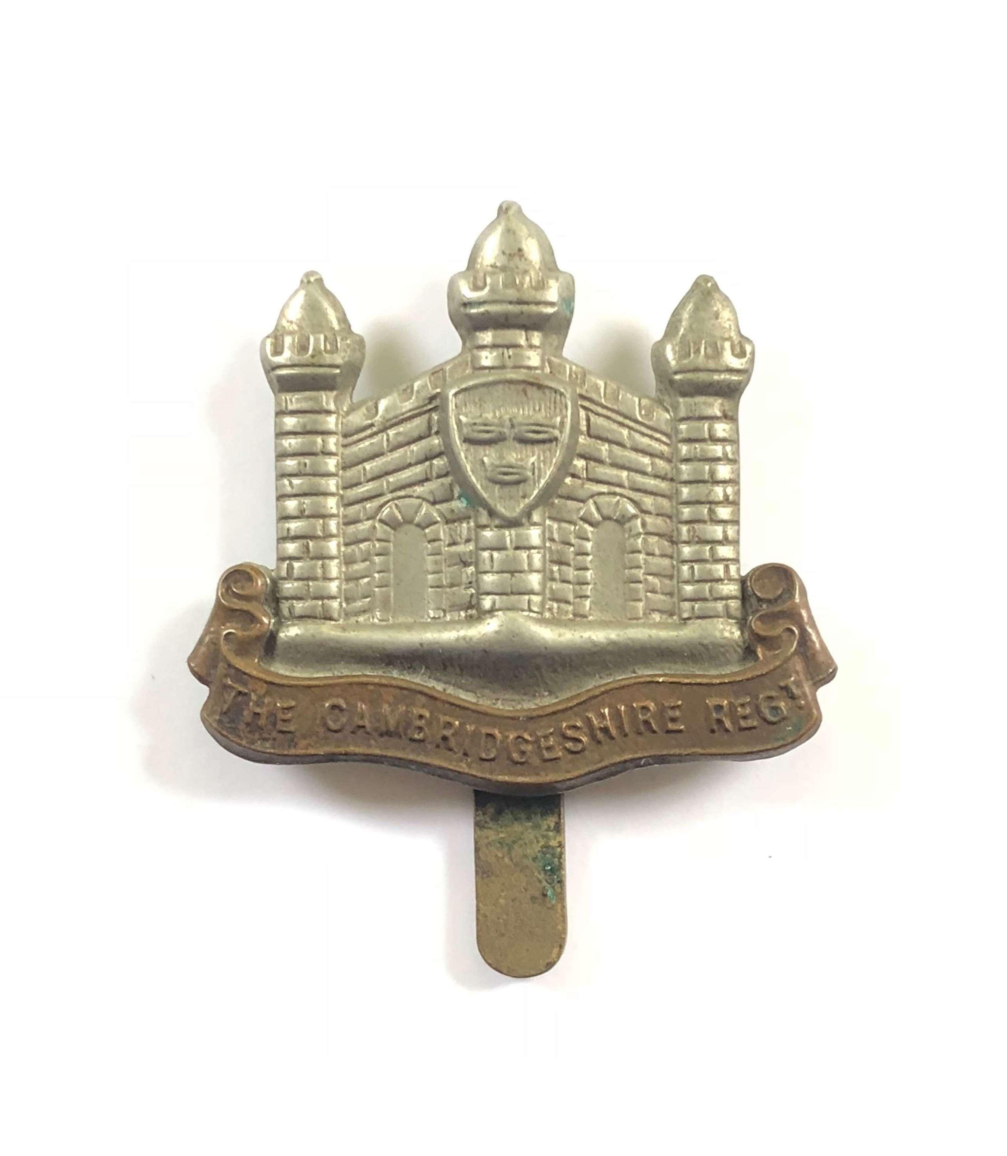 WW1 / WW2 Pattern Cambridge Regiment Cap Badge.
