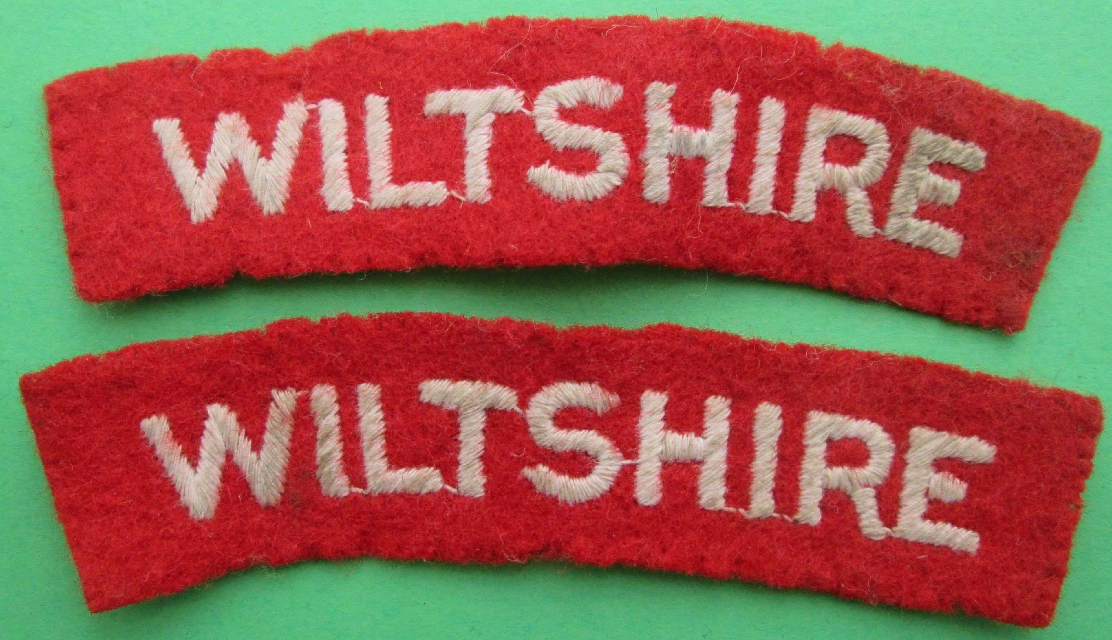 A PAIR OF WWII PERIOD WILTSHIRE SHOULDER TITLES