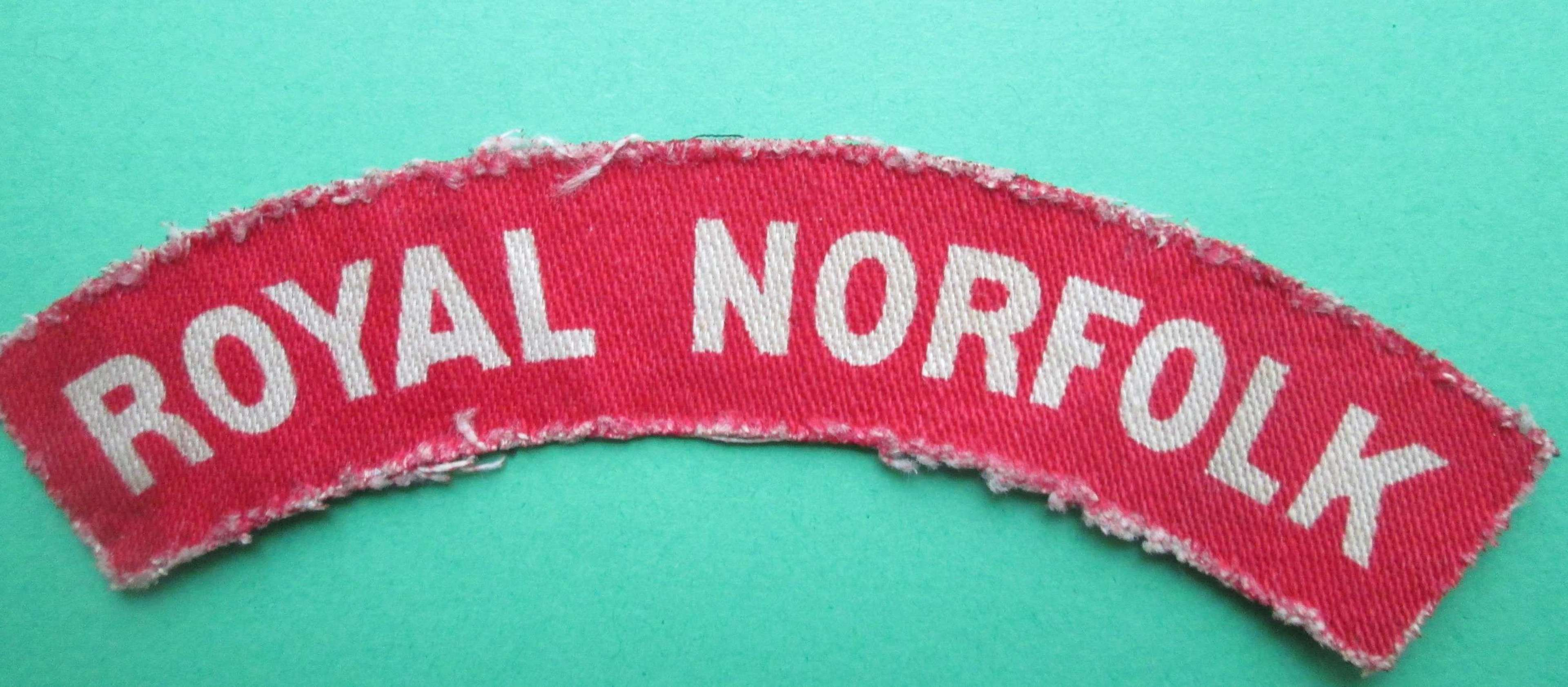 A WWII PERIOD PRINTED ROYAL NORFOLK SHOULDER TITLE