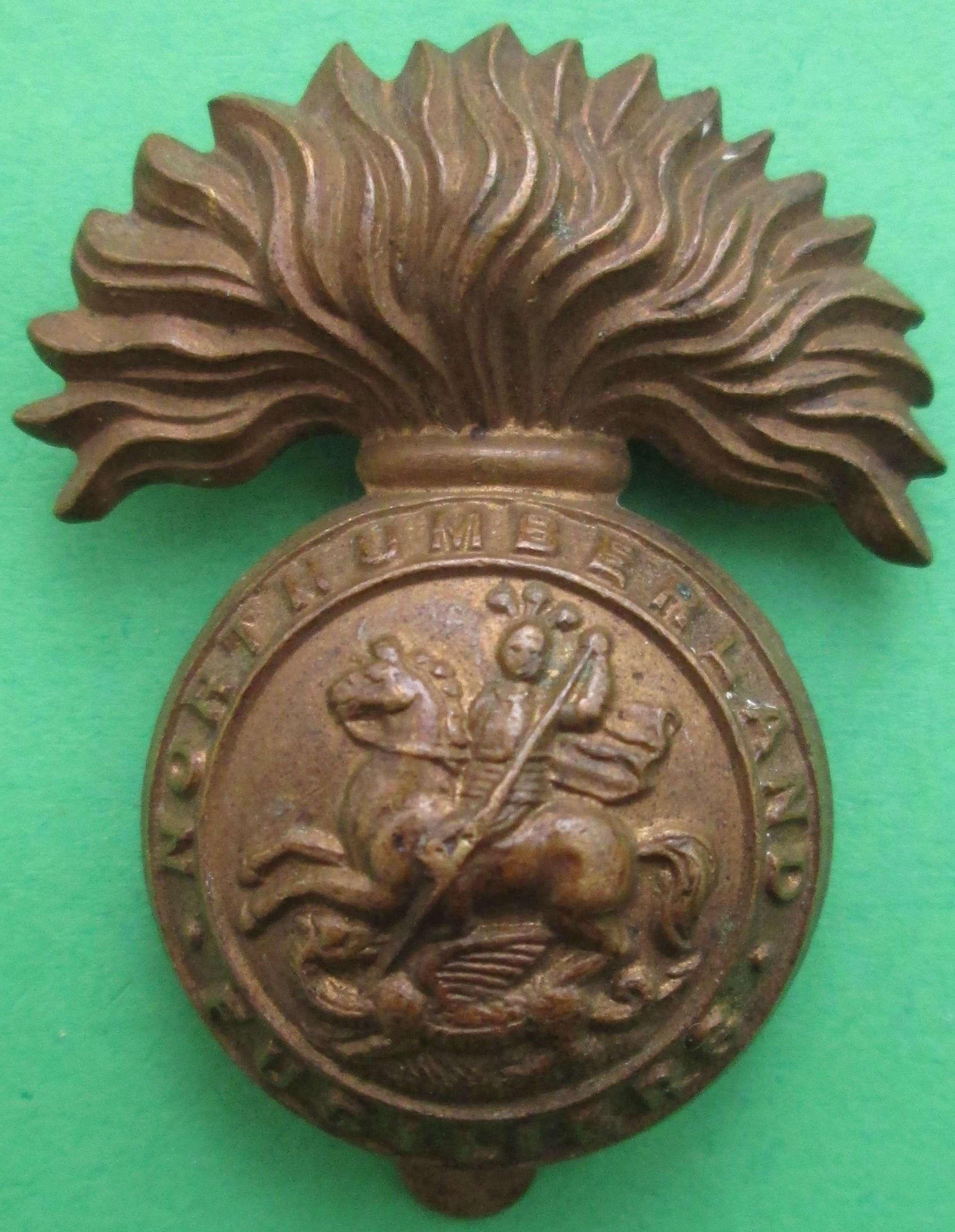 WWI PERIOD NORTHUMBERLAND FUSILIERS ECONOMY CAP BADGE