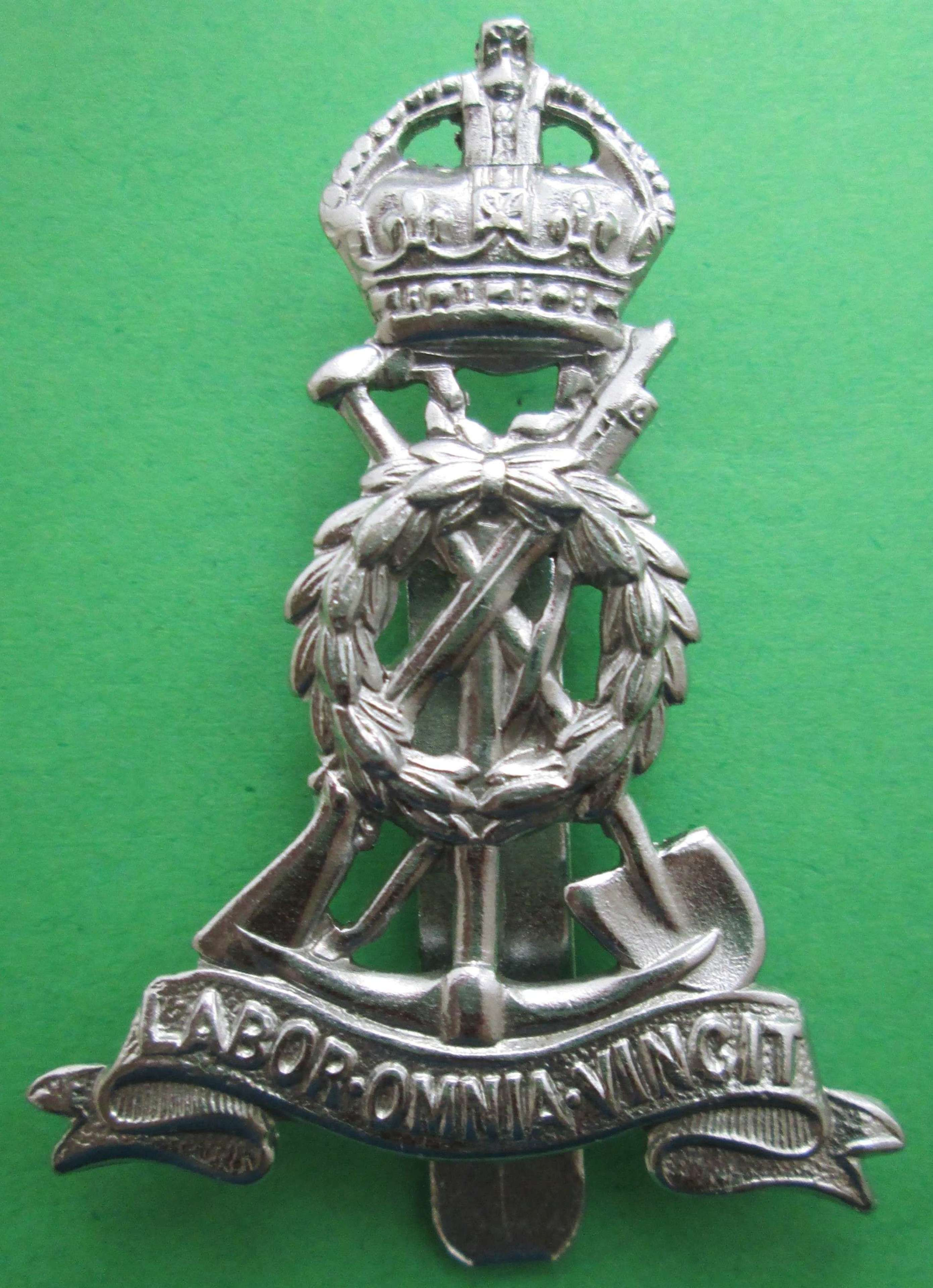 WWII PERIOD LABOUR CORPS CAP BADGE