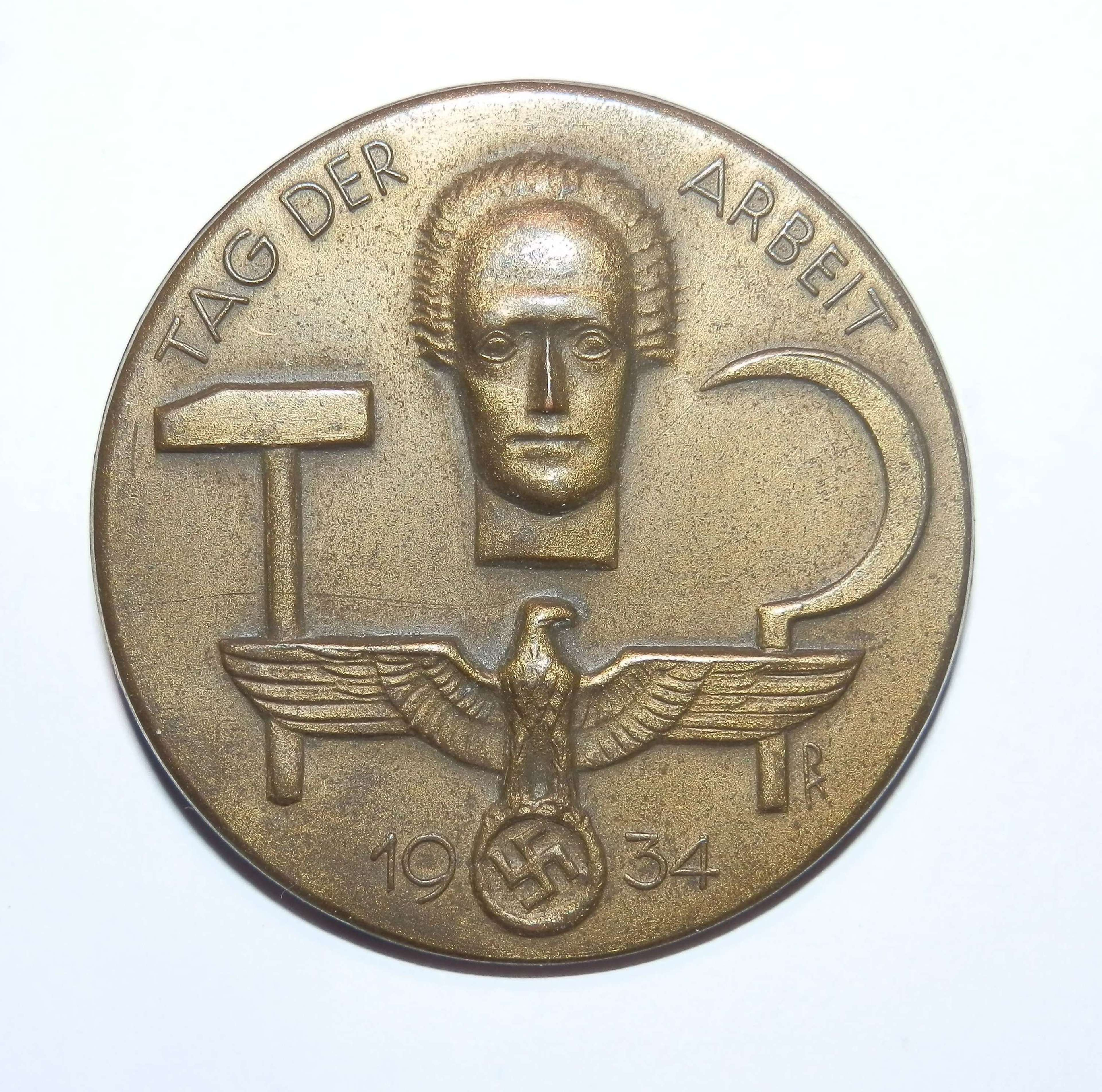German Day Badge 1934. 'TAG DER ARBIET' , (Labour Day).