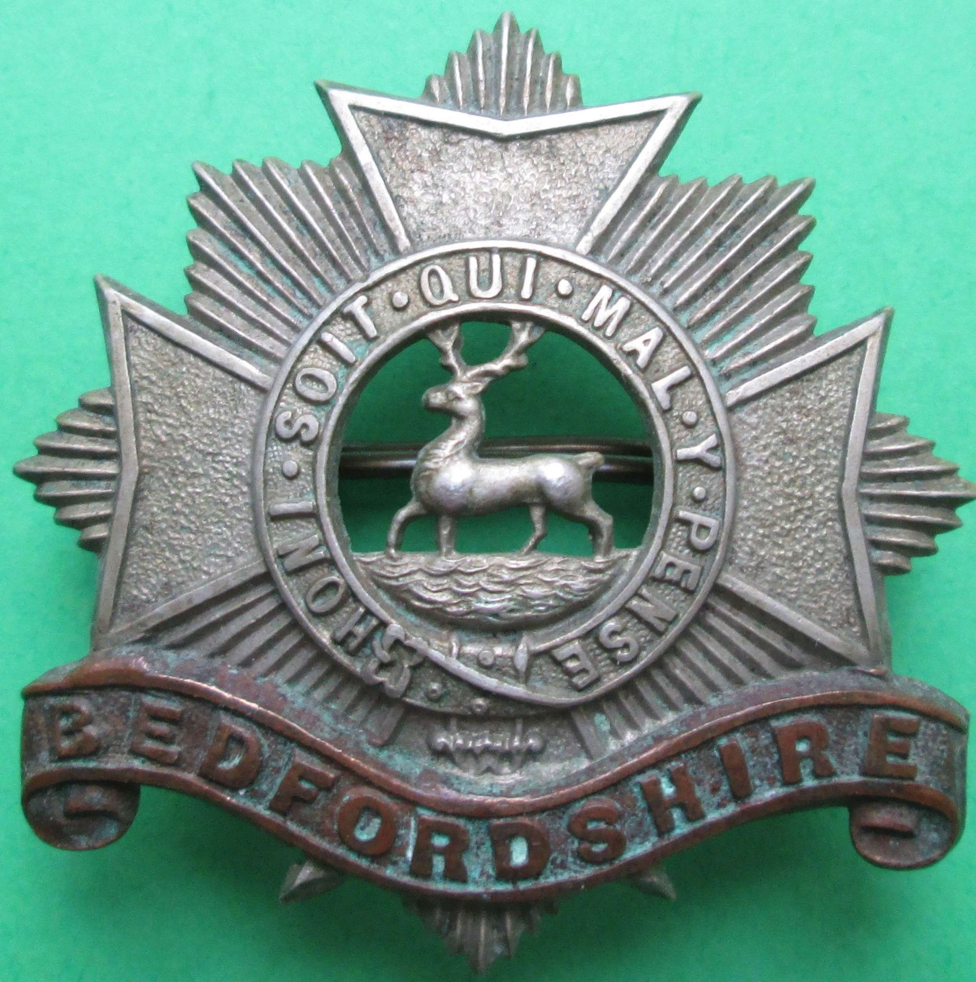 A BEDFORDSHIRE REGIMENT CAP BADGE
